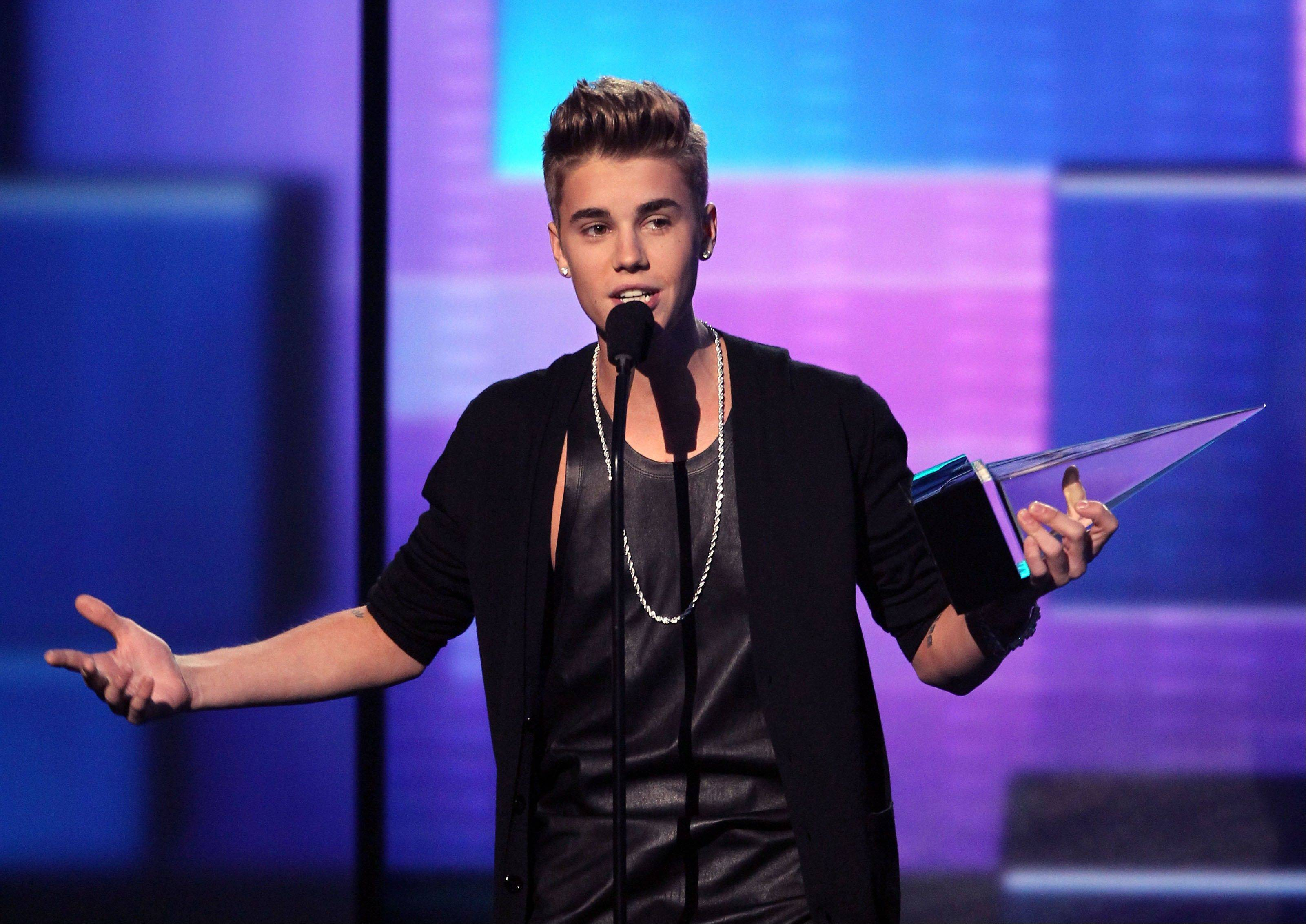 Justin Bieber accepts the award for favorite male artist - pop/rock.