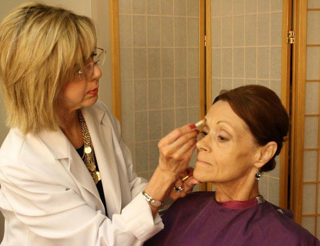 Marianne Kelly, founder of the Image Recovery Center, a beauty salon at Johns Hopkins Hospital in Baltimore, Md., draws an eyebrow on Margaret Fisher's face. Many hospitals offer beauty salon services that boost patients' self-esteem.