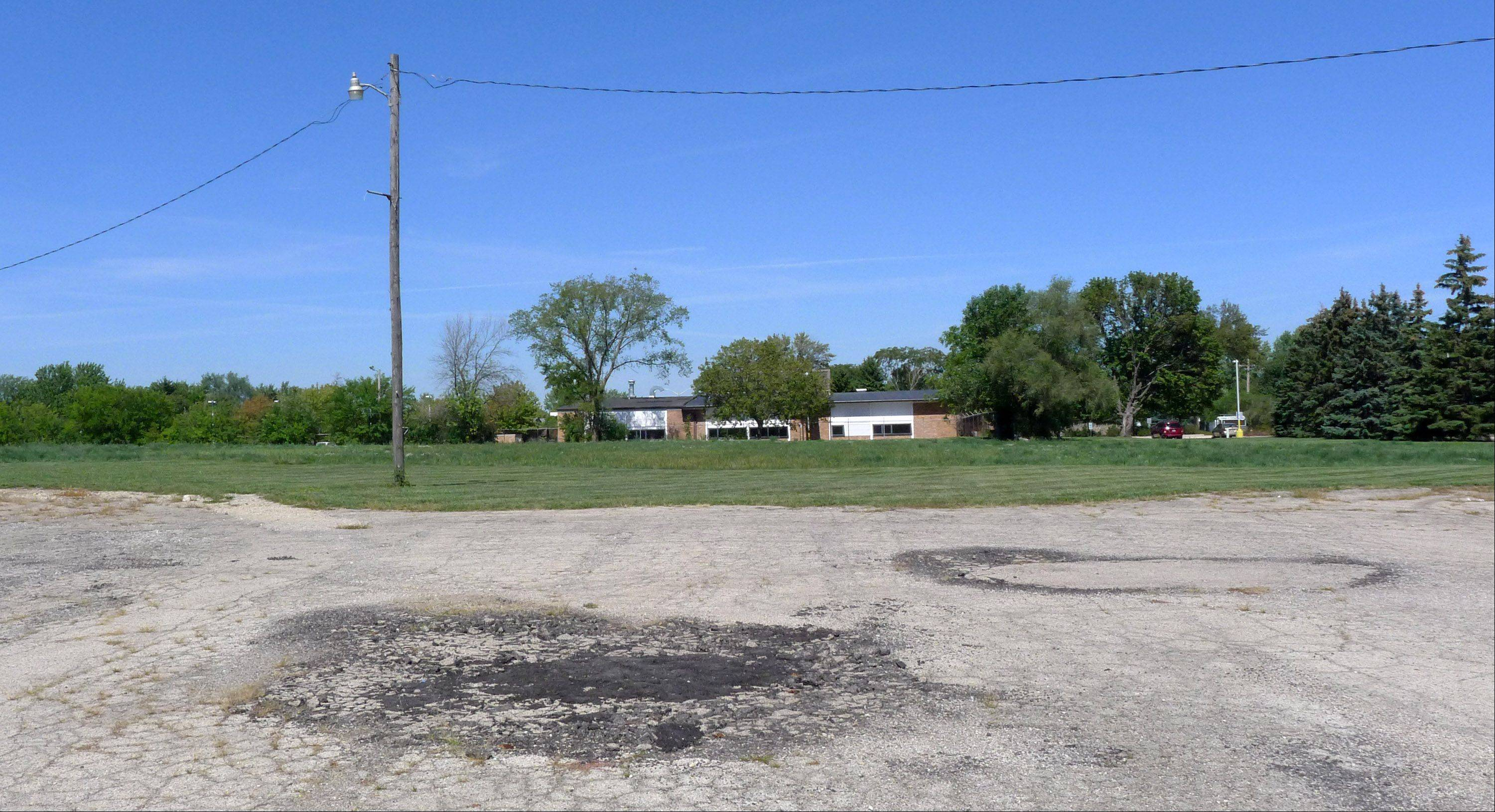 The Carol Stream Library board voted Monday to put the 7½-acre Kuhn Road property up for sale.