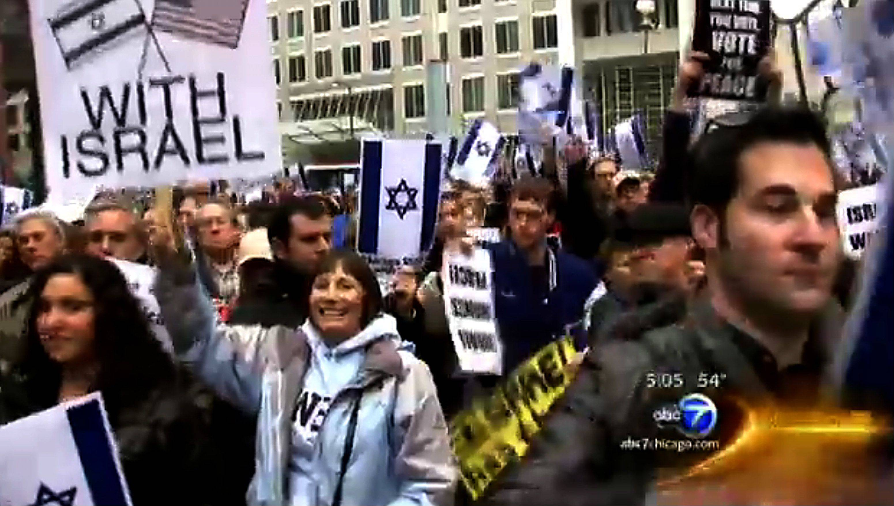 Hundreds from the Chicago area rallied outside the Thompson Center to show their support for Israel Tuesday.