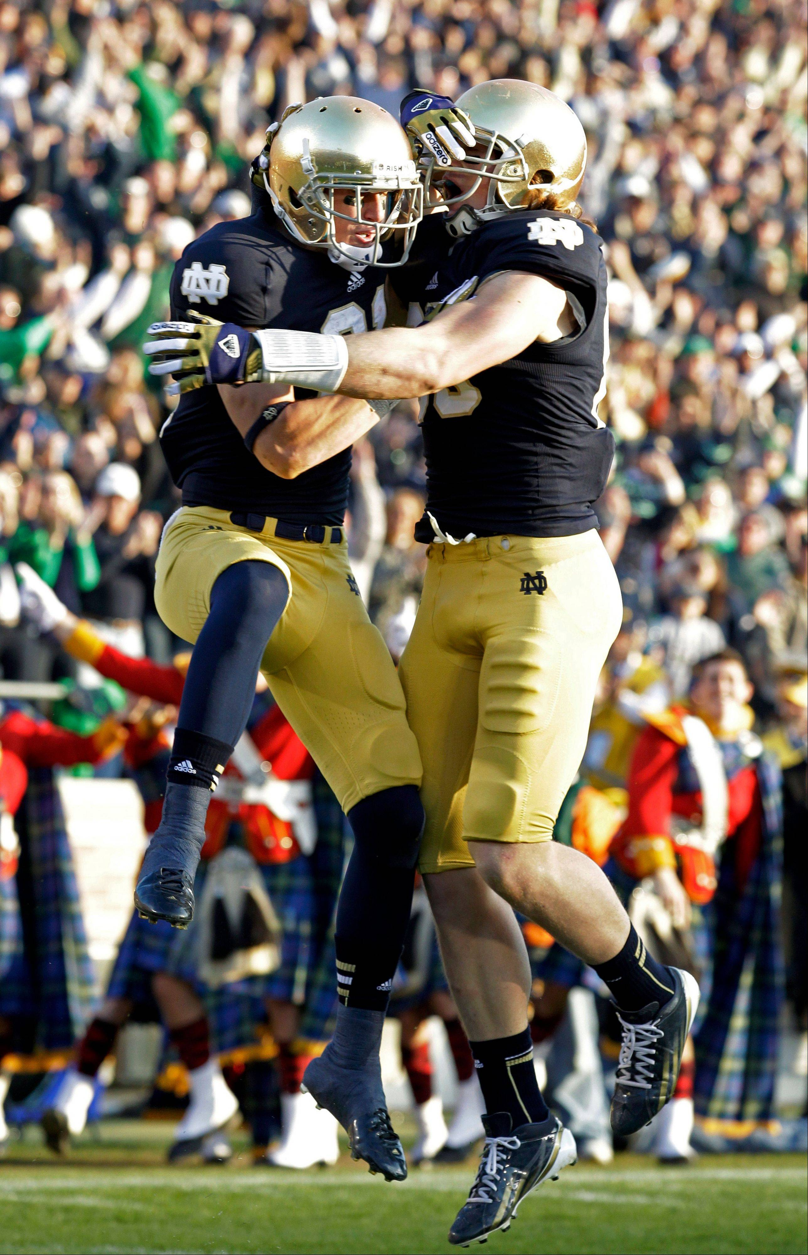 Like players scoring a touchdown, oddsmakers in Las Vegas would be jumping for joy if the BCS title game pits Notre Dame against Alabama, two of the most storied programs in college football history.