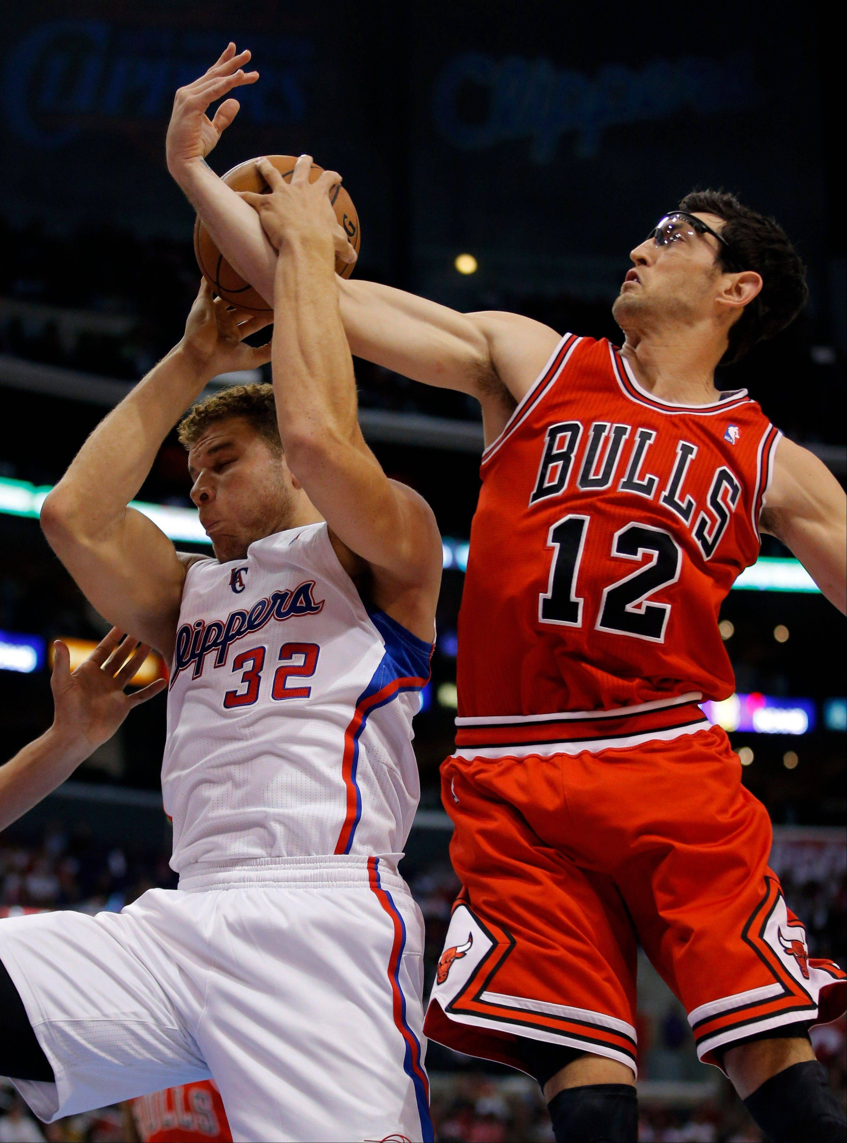 The Clippers� Blake Griffin gets a rebound in front of the Bulls� Kirk Hinrich in a game last week.