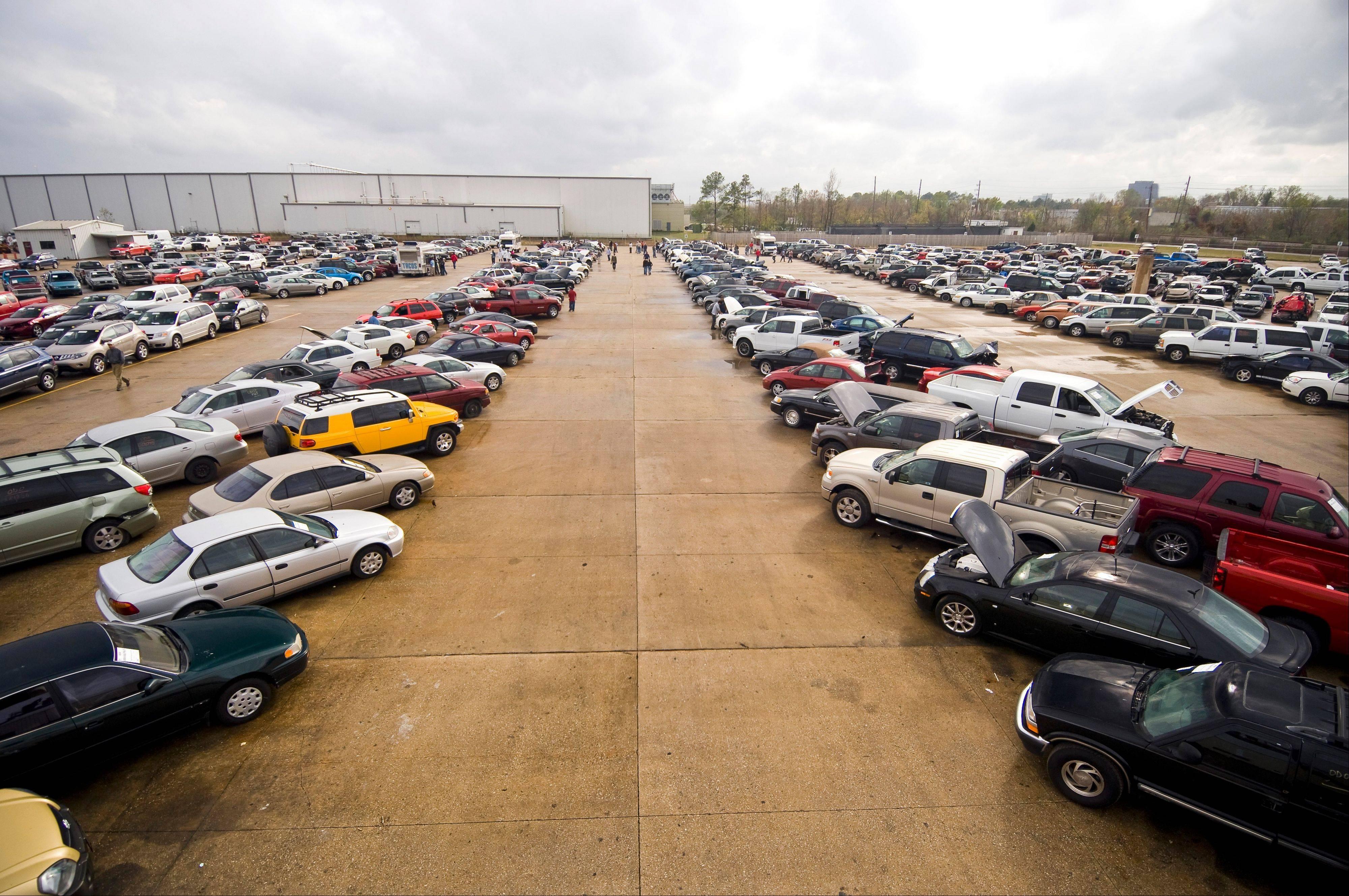 This is an Insurance Auto Auctions location in Houston. The company hopes to open a similar location in East Dundee, but a Barrington Hills-based group across the border characterizes the company as a junkyard and is fearful fluids leaking from its vehicles will contaminate local groundwater.