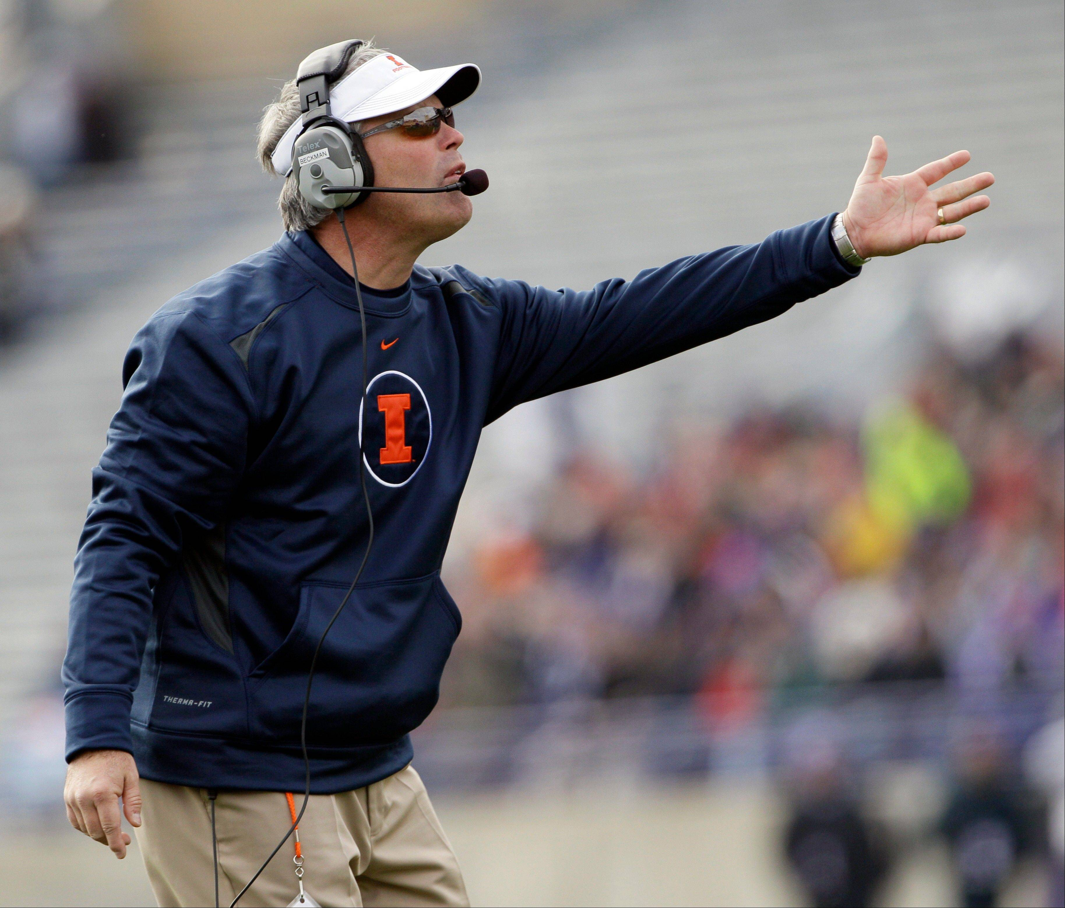 Illinois head coach Tim Beckman reacts to a call Saturday during the first half against Northwestern in Evanston.