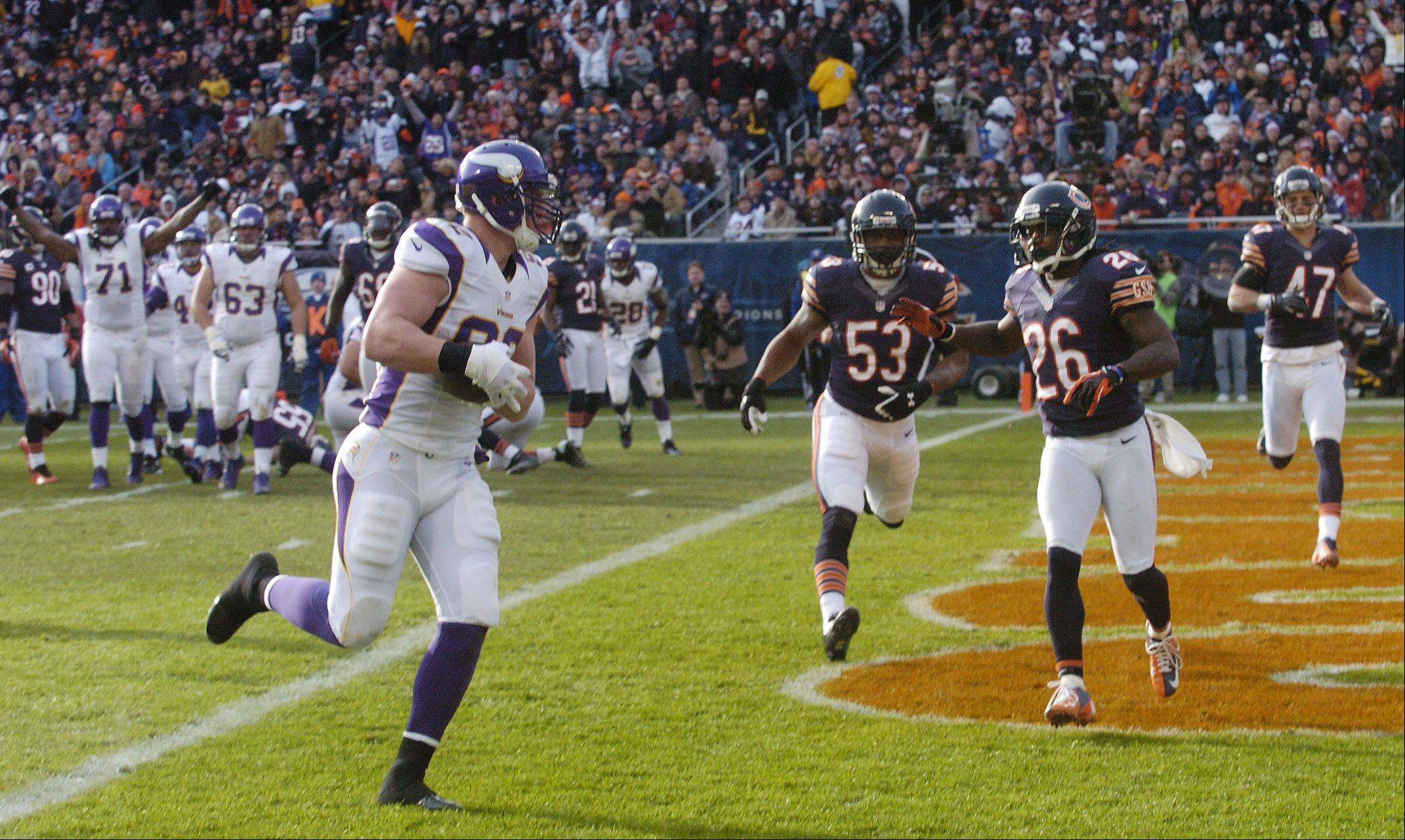 Minnesota Vikings tight end Kyle Rudolph scores a third-quarter touchdown against the Bears at Soldier Field Sunday.