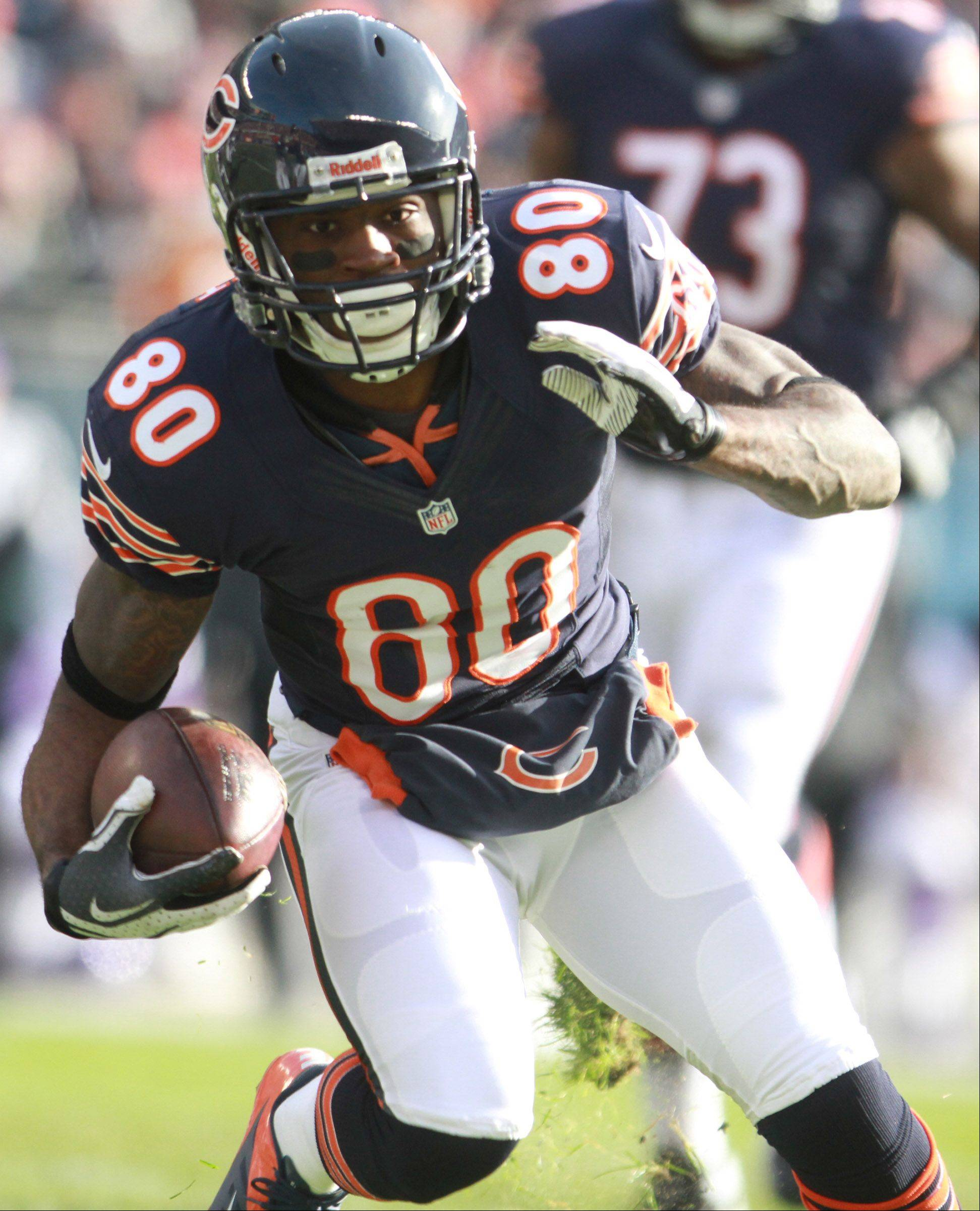 Chicago Bears wide receiver Earl Bennett runs the ball after catching a pass from quarterback Jay Cutler at Soldier Field Sunday.
