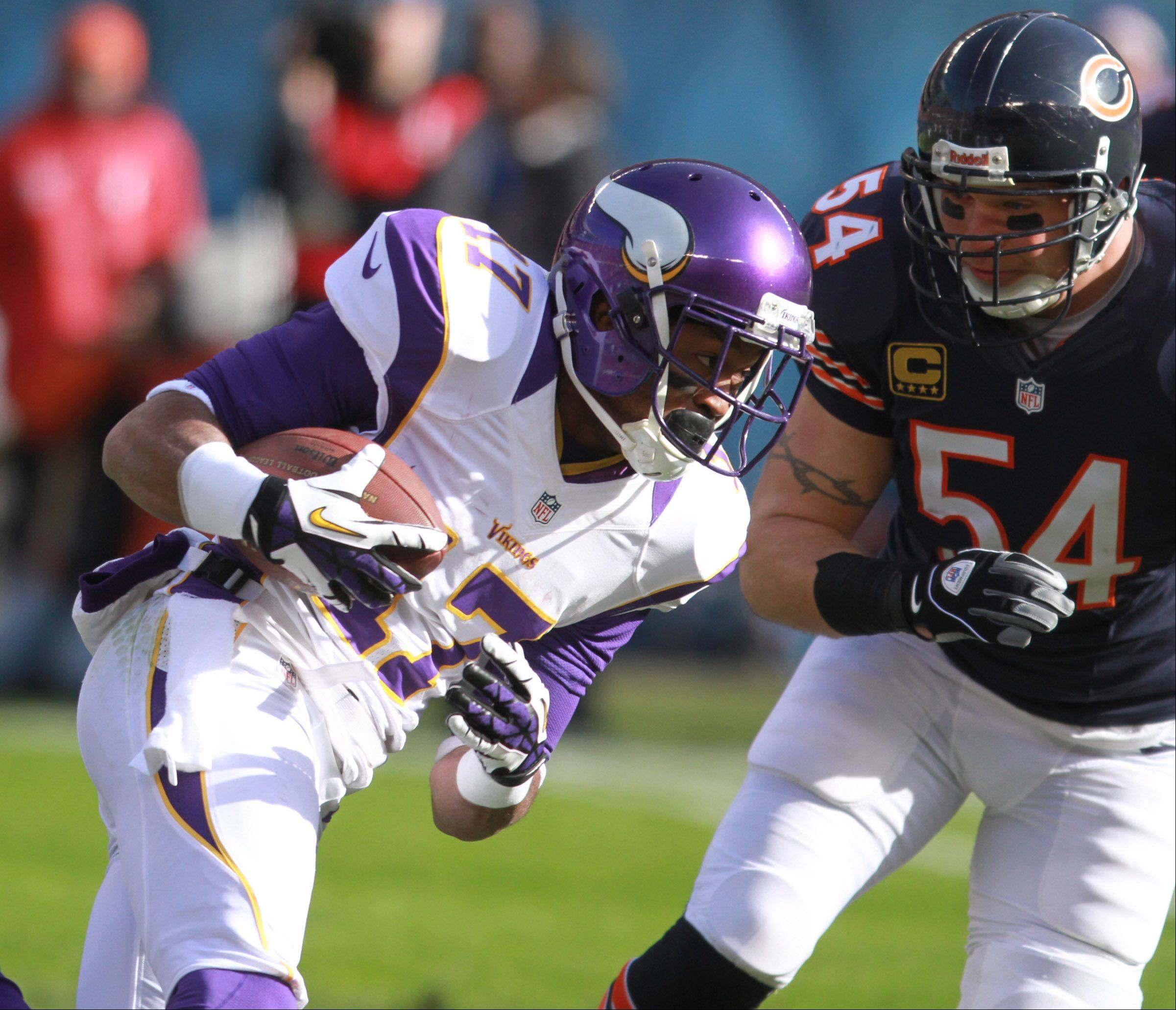 Vikings wide receiver Jarius Wright turns the corner against Bears middle linebacker Brian Urlacher at Soldier Field Sunday.