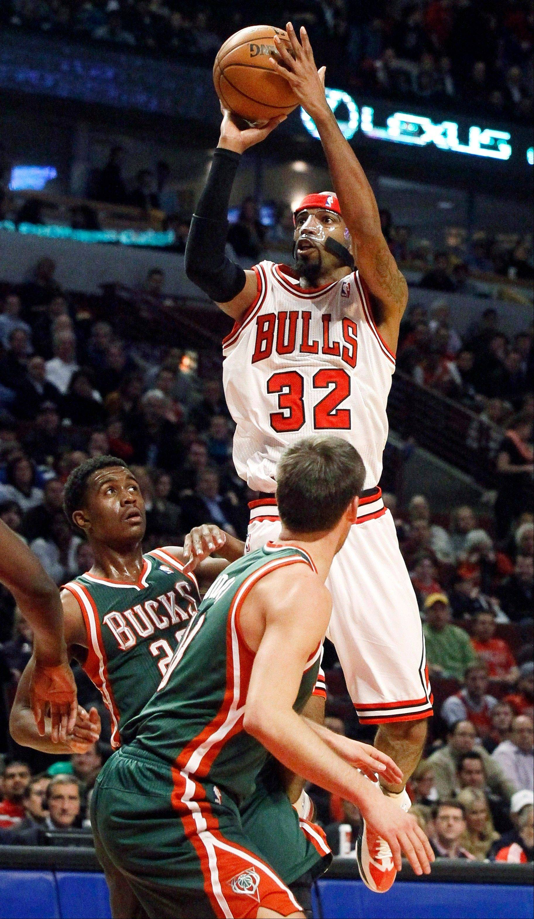 Richard Hamilton shoots over Milwaukee Bucks' Doron Lamb, left, and Beno Udrih during the second half of the Bulls' loss Monday night at the United Center.
