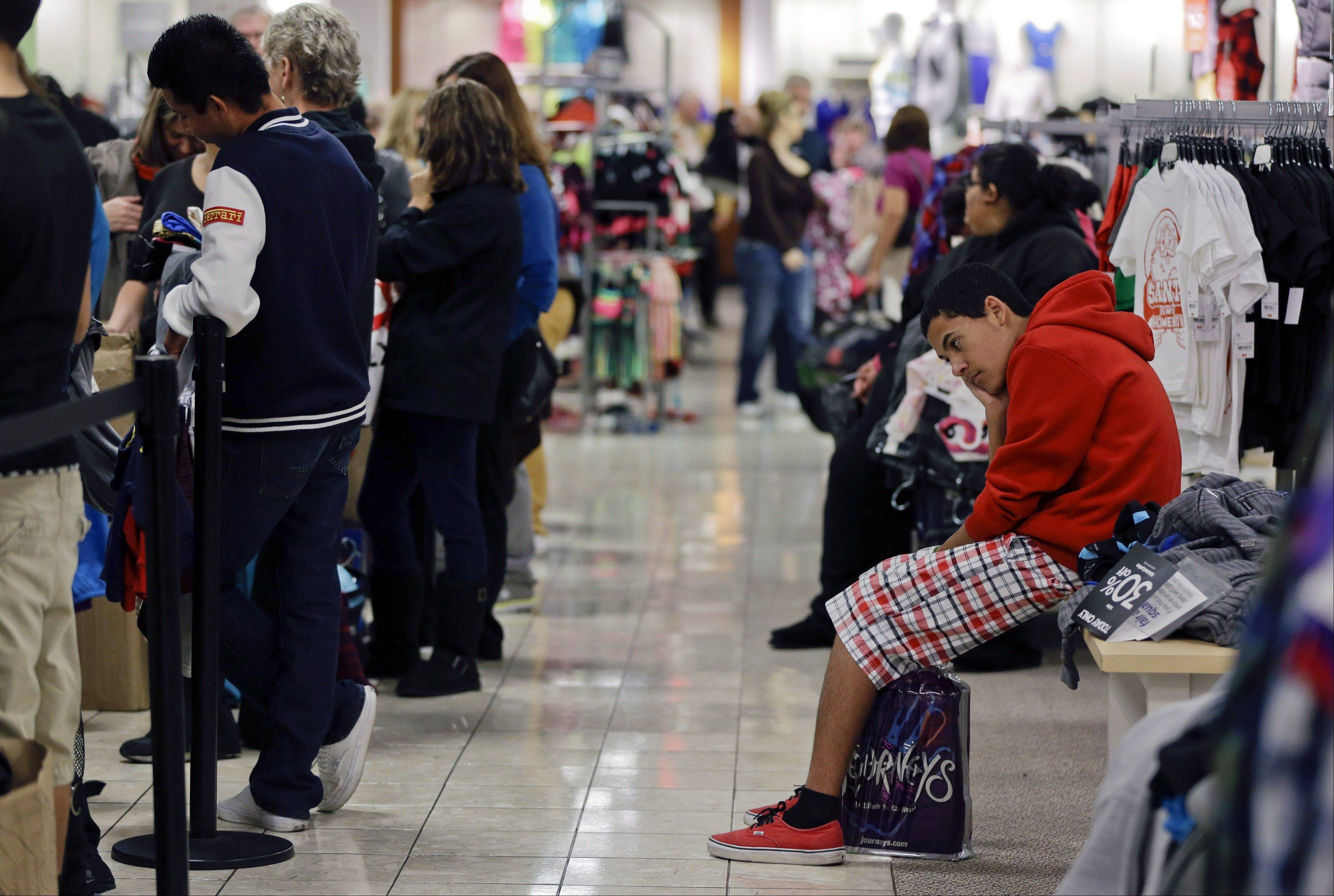 Major retailers reported weak sales in November as a strong start the holiday shopping season over the Thanksgiving weekend wasn't enough to fully offset a slow start to the month caused by Superstorm Sandy.