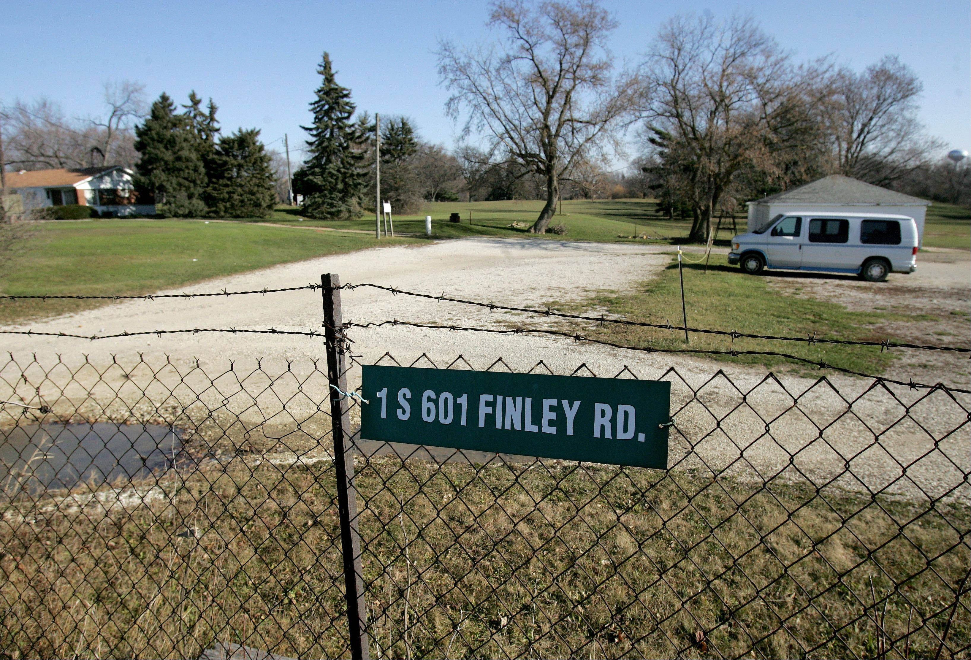 The Ken-Loch golf links property along Finley Road in an unincorporated area near Lombard is for sale, and a developer looking to buy it wants to build apartments and for-sale units. Land use discussions are ongoing at the Lombard plan commission to consider changing the land's designation from open space to another use.