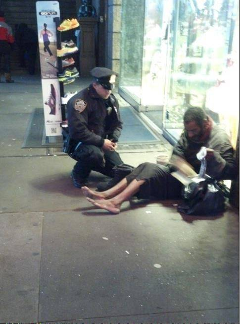 A tourist's snapshot of a New York City police officer giving new boots to a barefoot homeless man in Times Square has created an online sensation. Jennifer Foster, of Florence, Ariz., recorded the generosity of the officer -- identified as Larry DePrimo -- on her cellphone, then posted the photo Tuesday night to the NYPD's official Facebook page.