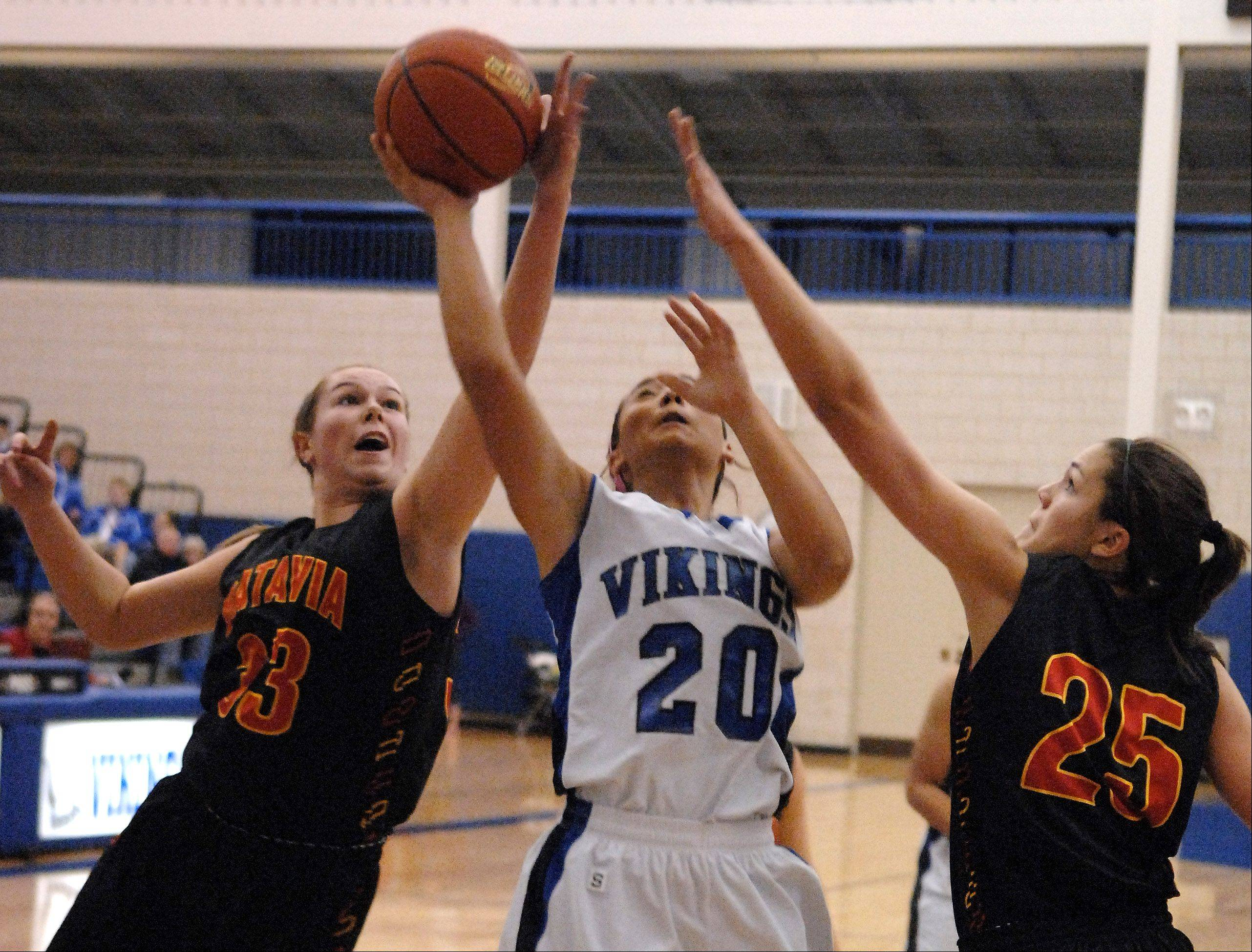 Batavia�s Erin Bayram and Hannah Frazier keep Geneva�s Kelly Gordon from getting a clean shot.