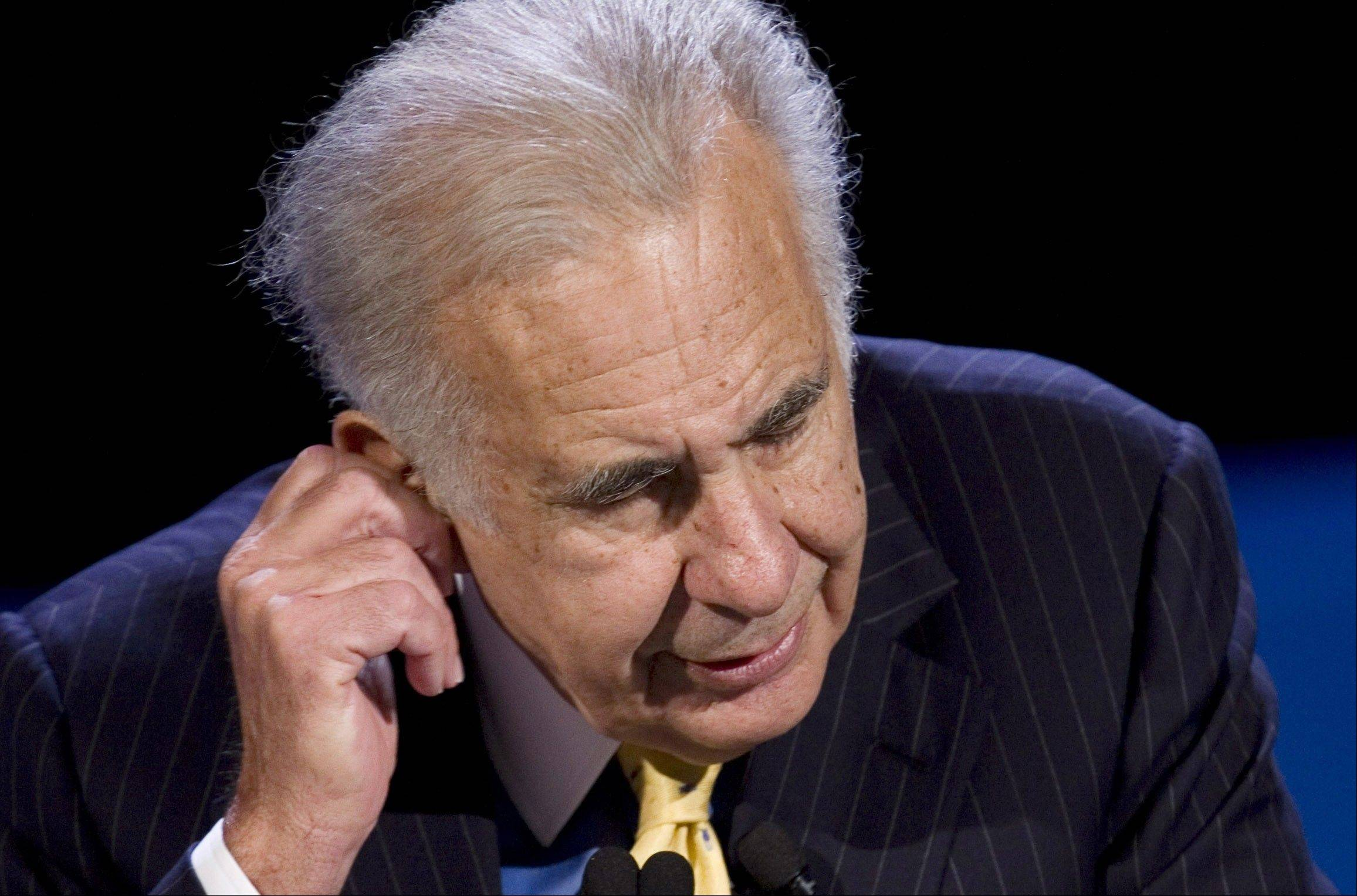 Billionaire investor Carl Icahn said Tuesday, Dec. 4, 2012, he is giving up his bid to buy truck maker Oshkosh after less than 25 percent of the company's shares were tendered before his offer expired.