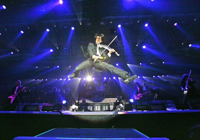 Schaumburg native rocks the violin in Trans-Siberian Orchestra