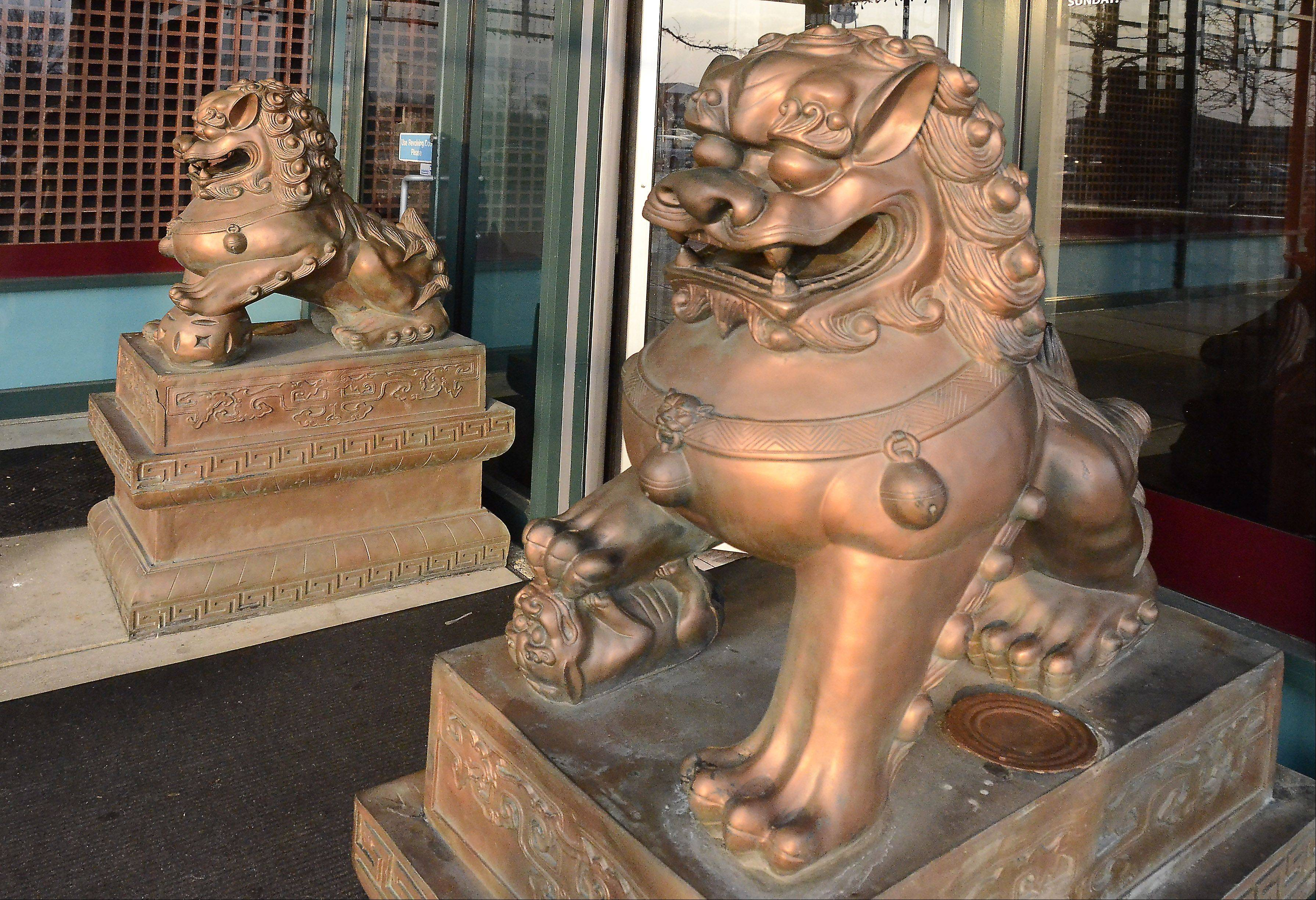 Foo dogs guard the entrance at Yu's Mandarin, a longtime favorite in Schaumburg.