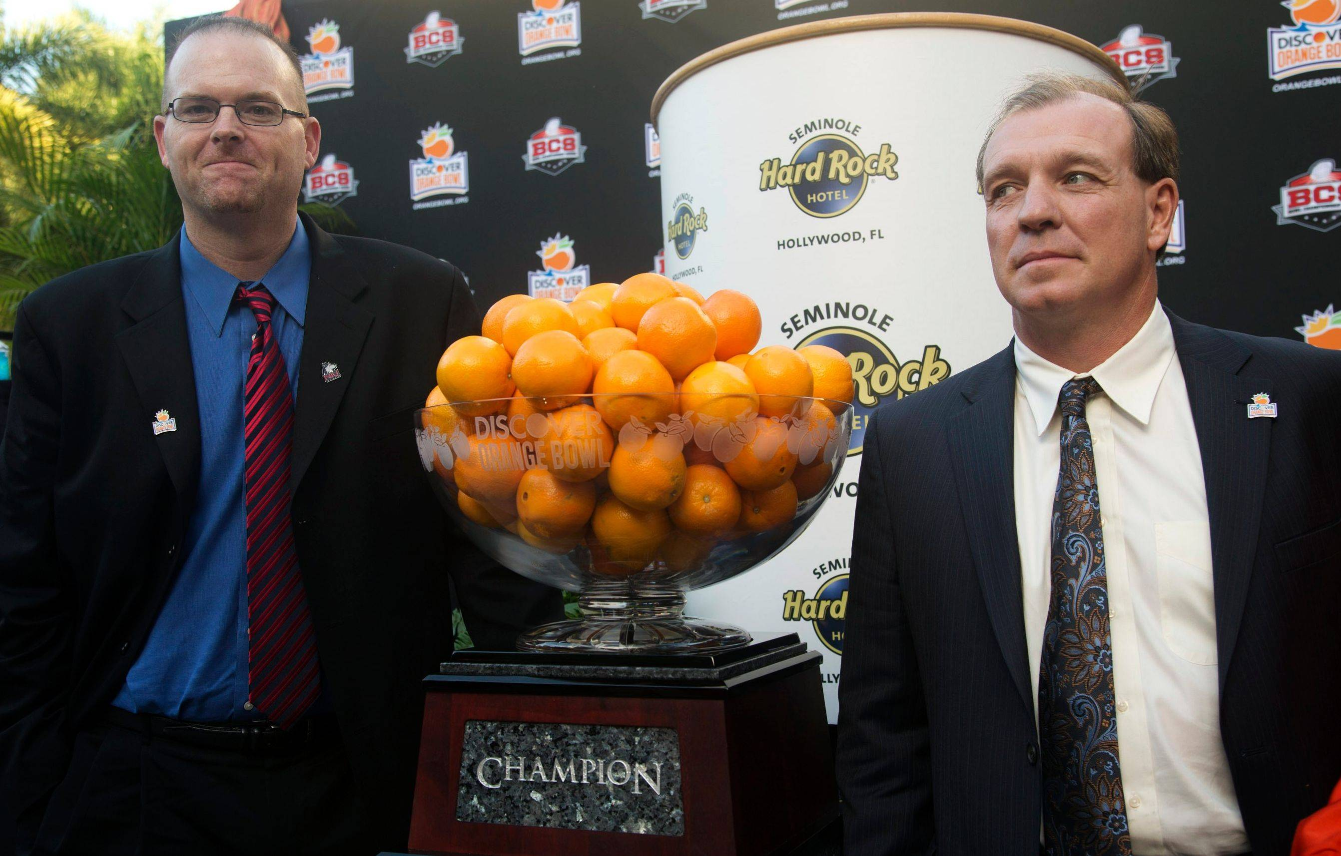 Northern Illinois' head coach Rod Carey, left, and Florida State head coach Jimbo Fisher pose for photos after a news conference promoting the Orange Bowl.