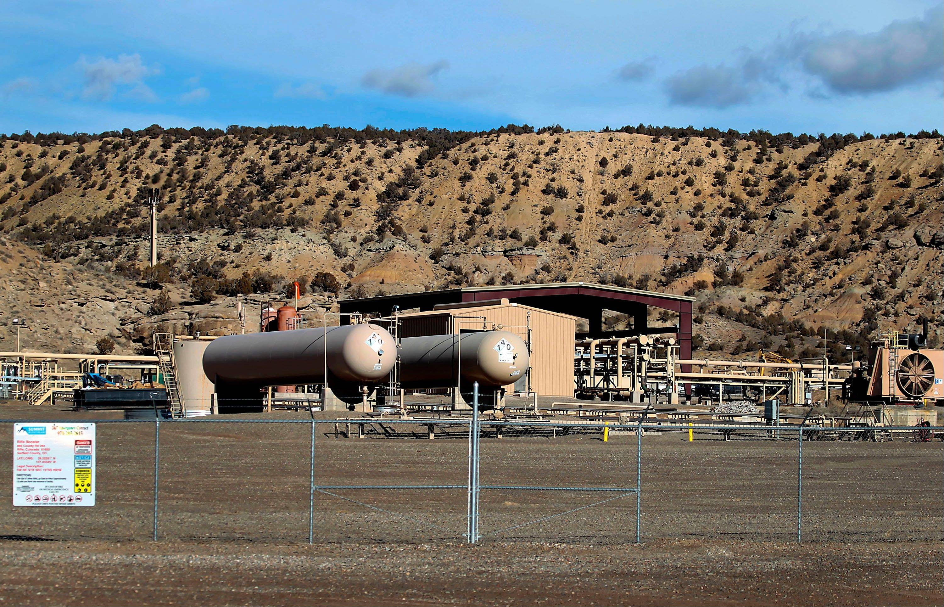 bloomberg news A natural gas conditioning station stands in a field west of Rifle, Colo. Natural gas futures declined in New York before a weekly government report that may show a seasonal stockpile decline.