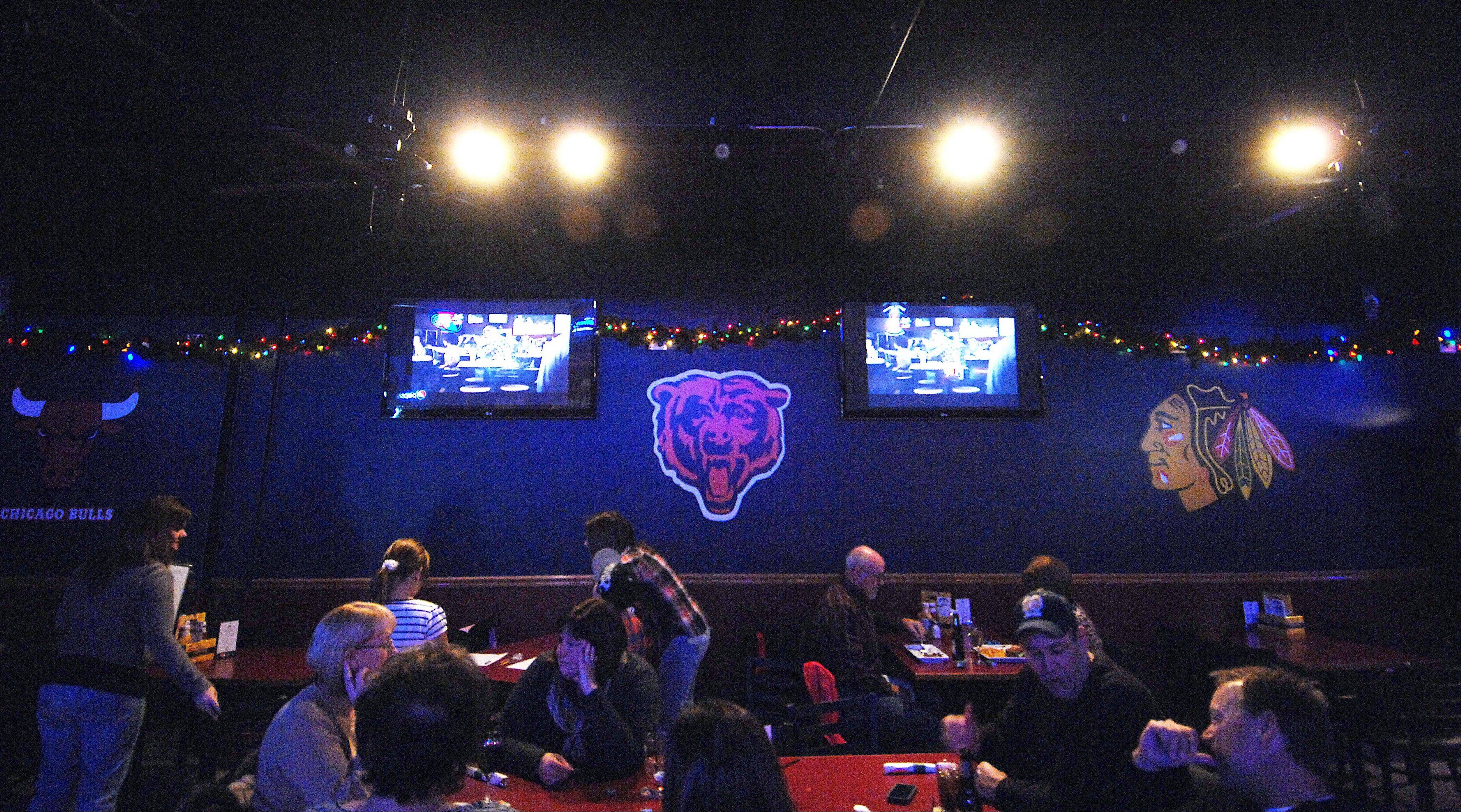 Chicago pro sports team logos painted on the walls and plenty of TV screens provide the main d�cor of the Chubby Bullfrog.