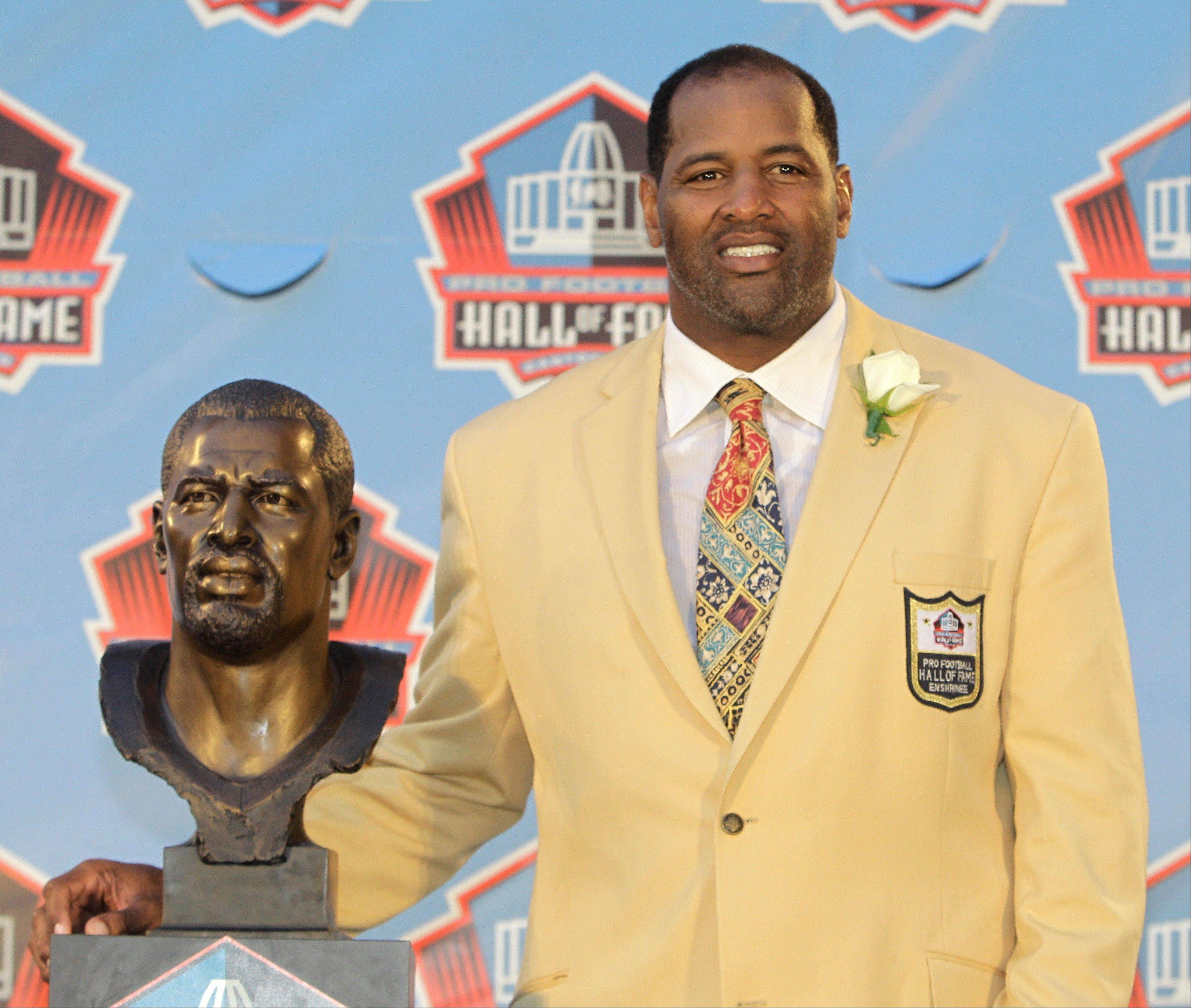 "Richard Dent, inducted into the Pro Football Hall of Fame in 2011, will visit Naperville to discuss his memoir ""Blood, Sweat and Bears."""