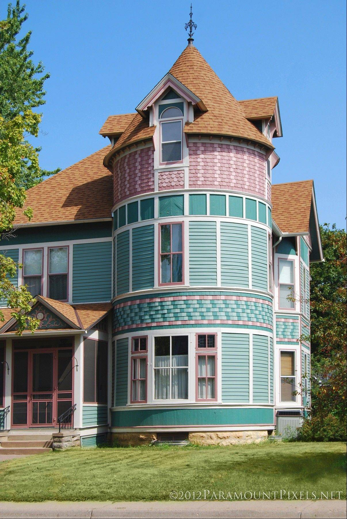 Stillwater, Minn., has colorful Victorian mansions and a Main Street listed on the National Register of Historic Places.