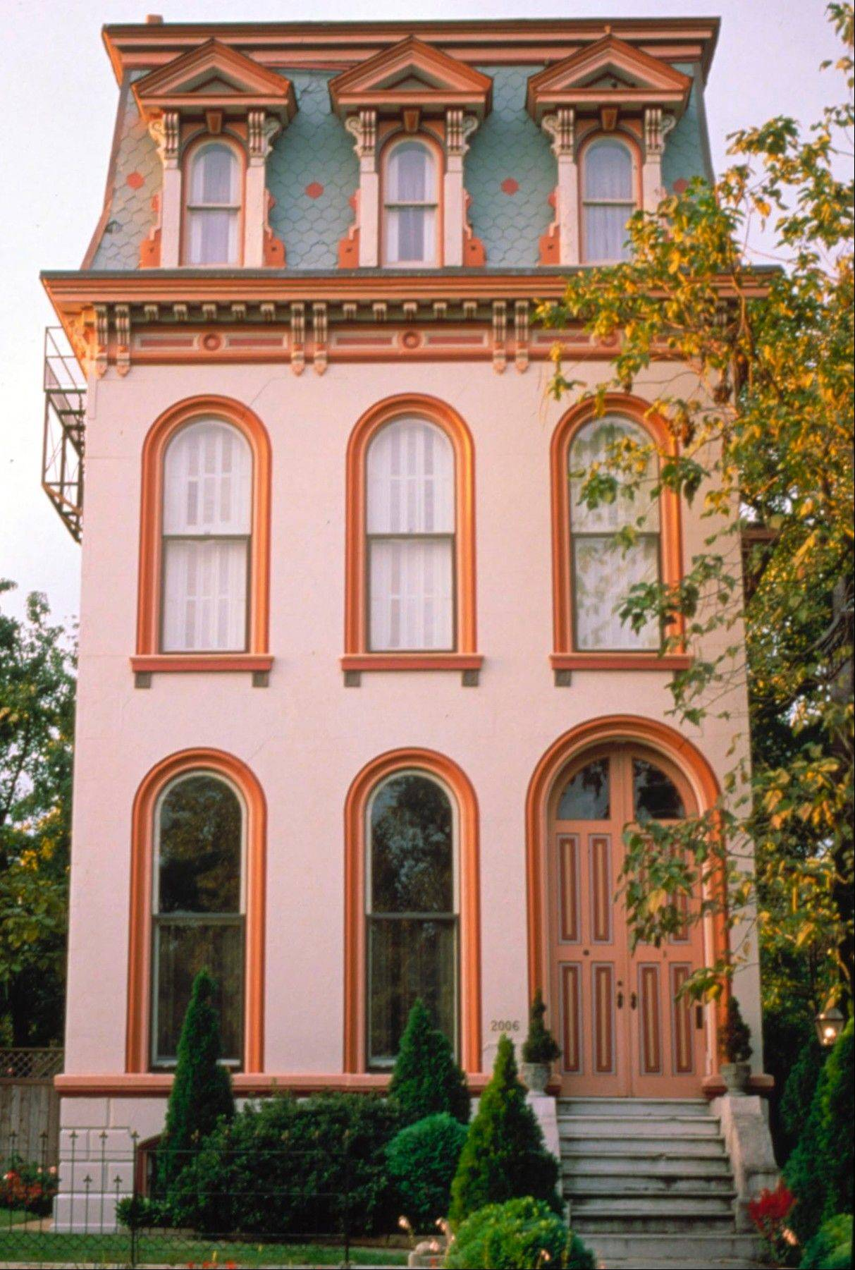 This St. Louis house is in Lafayette Square, an elegant urban neighborhood comprised of stately Victorian-era homes.