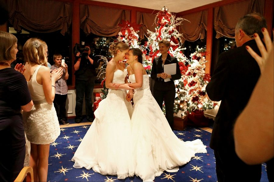 Same-sex couples in Washington start taking wedding vows