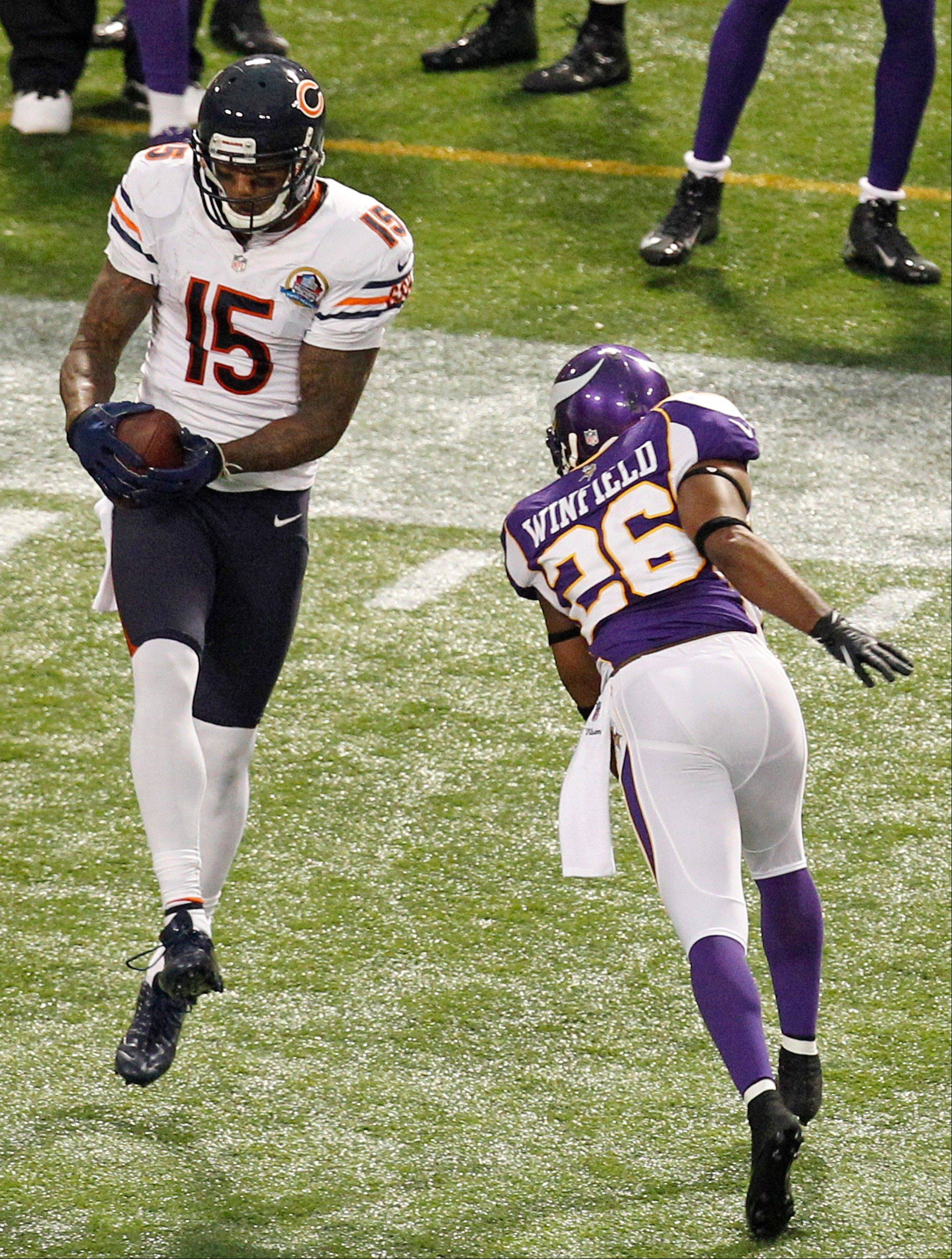 Chicago Bears wide receiver Brandon Marshall makes a reception over Minnesota Vikings cornerback Antoine Winfield during the second half.