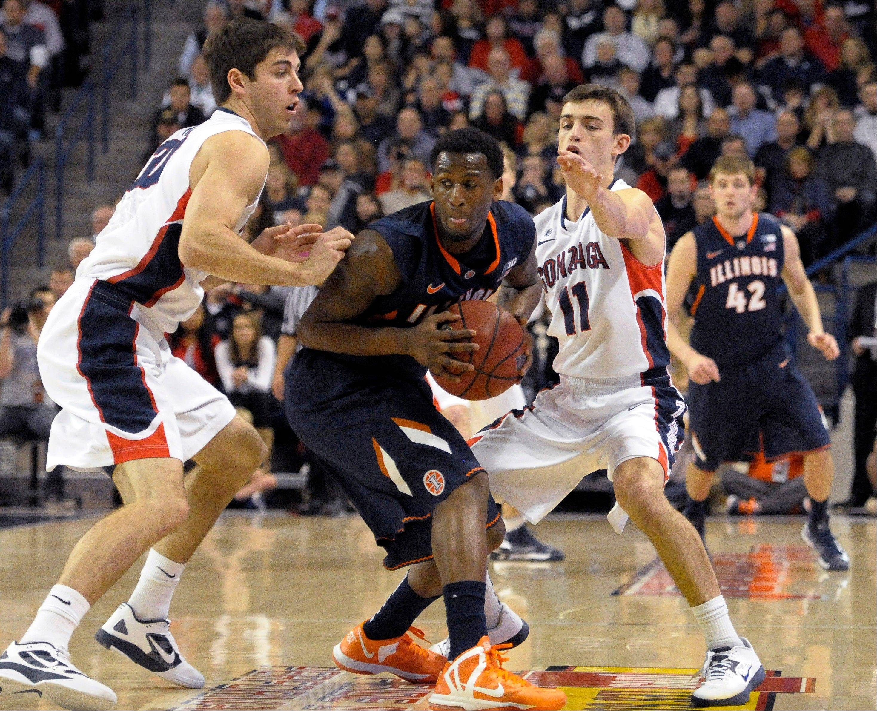 Illinois' D.J. Richardson tries to break free of Gonzaga's Mike Hart (30) and David Stockton (11) in the first half.
