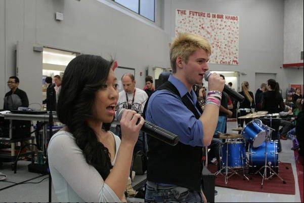 An opportunity to sing duets during Lunchapalooza was open for students.