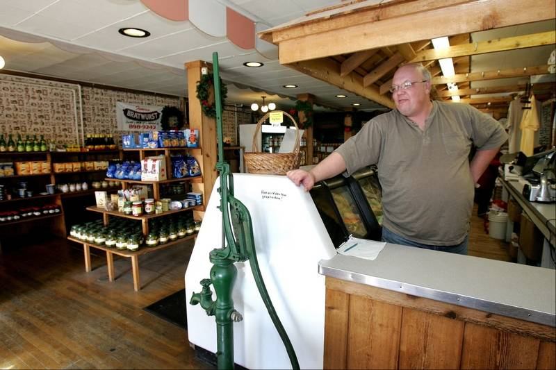 Aurora shop turns out sausage the old-fashioned way