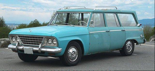 This isn�t the one being auctioned, but it it a 1965 Studebaker Wagonaire.