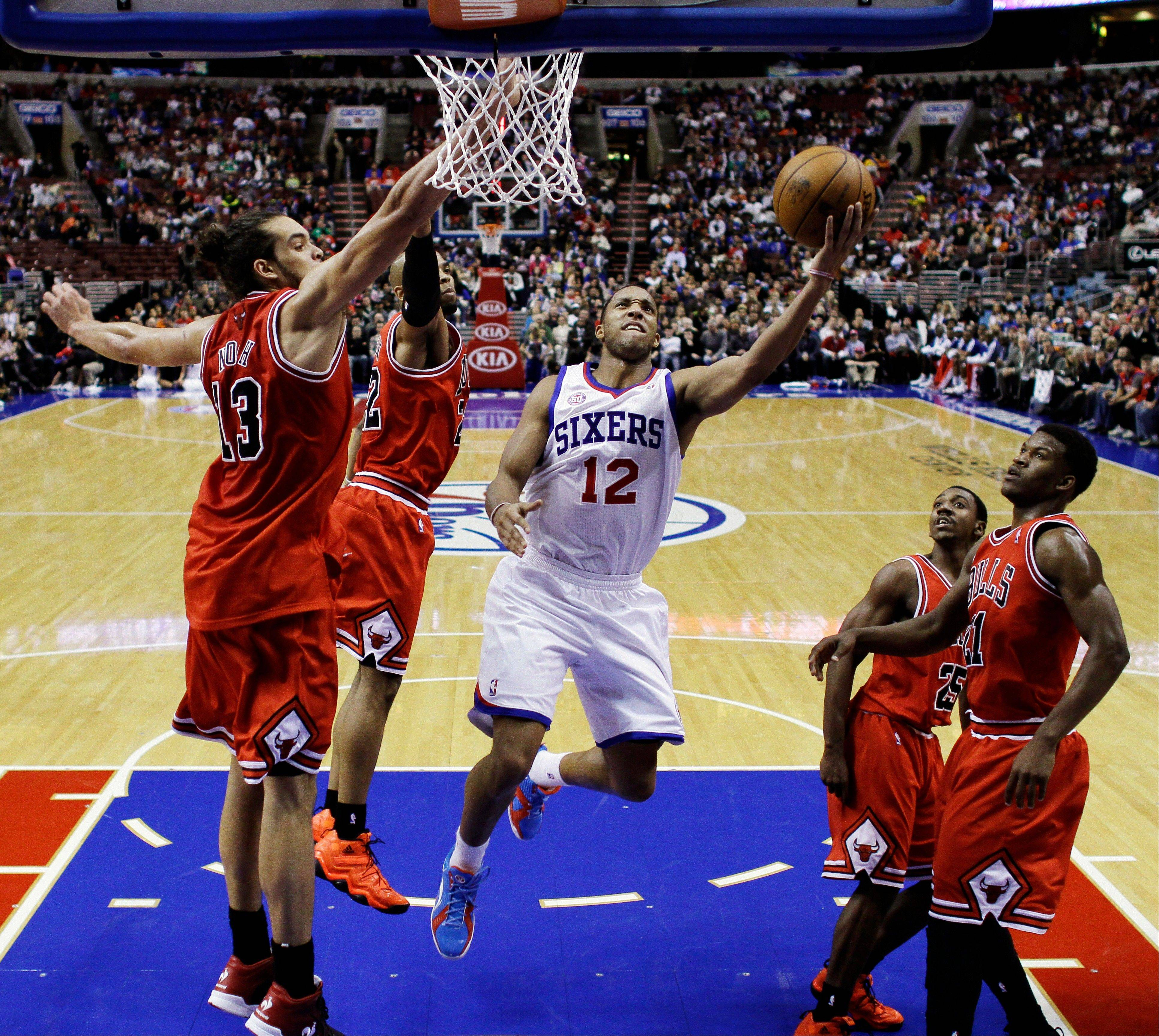 Evan Turner drives to the basket as Joakim Noah (13), Taj Gibson, Marquis Teague and Jimmy Butler defend in Philadelphia on Wednesday. Teague�s play in limited action has brought praise from coach Tom Thibodeau.