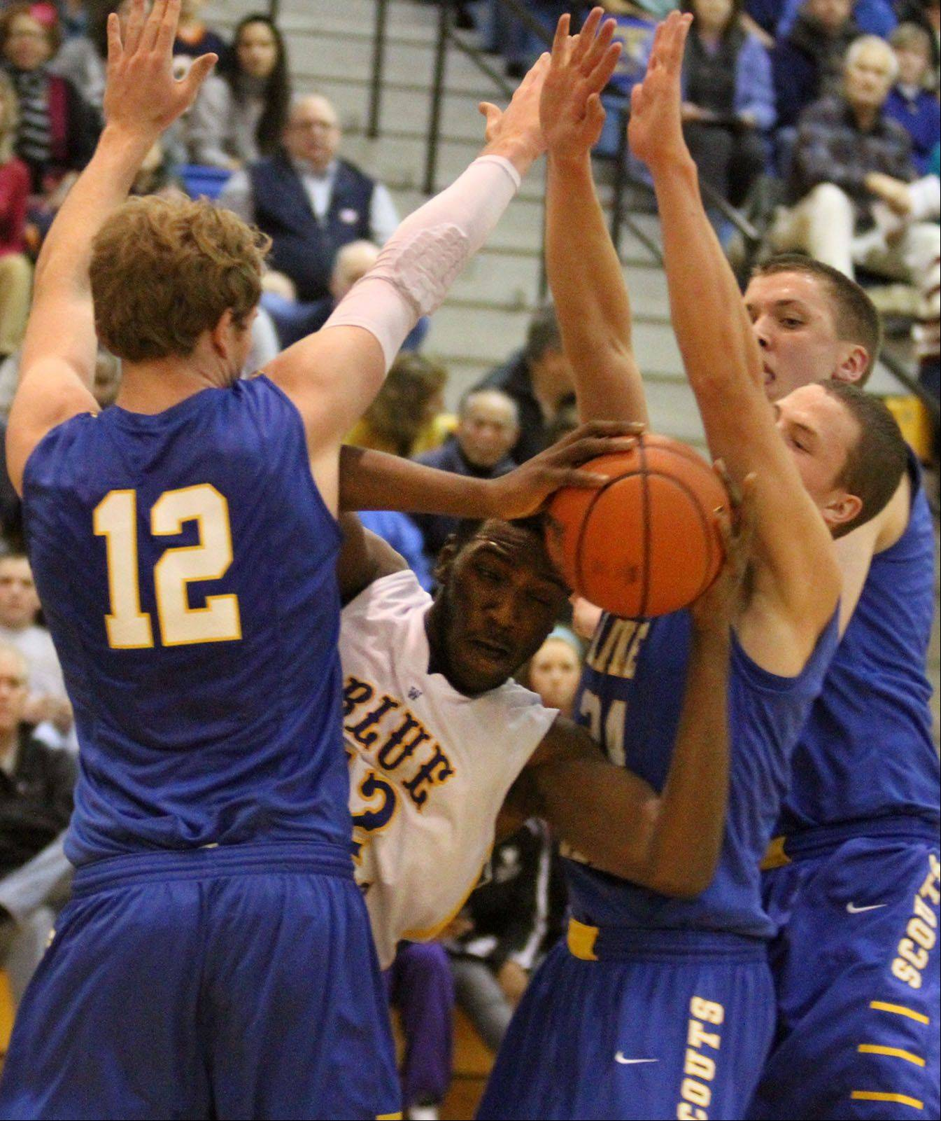 Warren's Dre Von Hill is boxed in by three Lake Forest defenders including Evan Boudreaux, left.