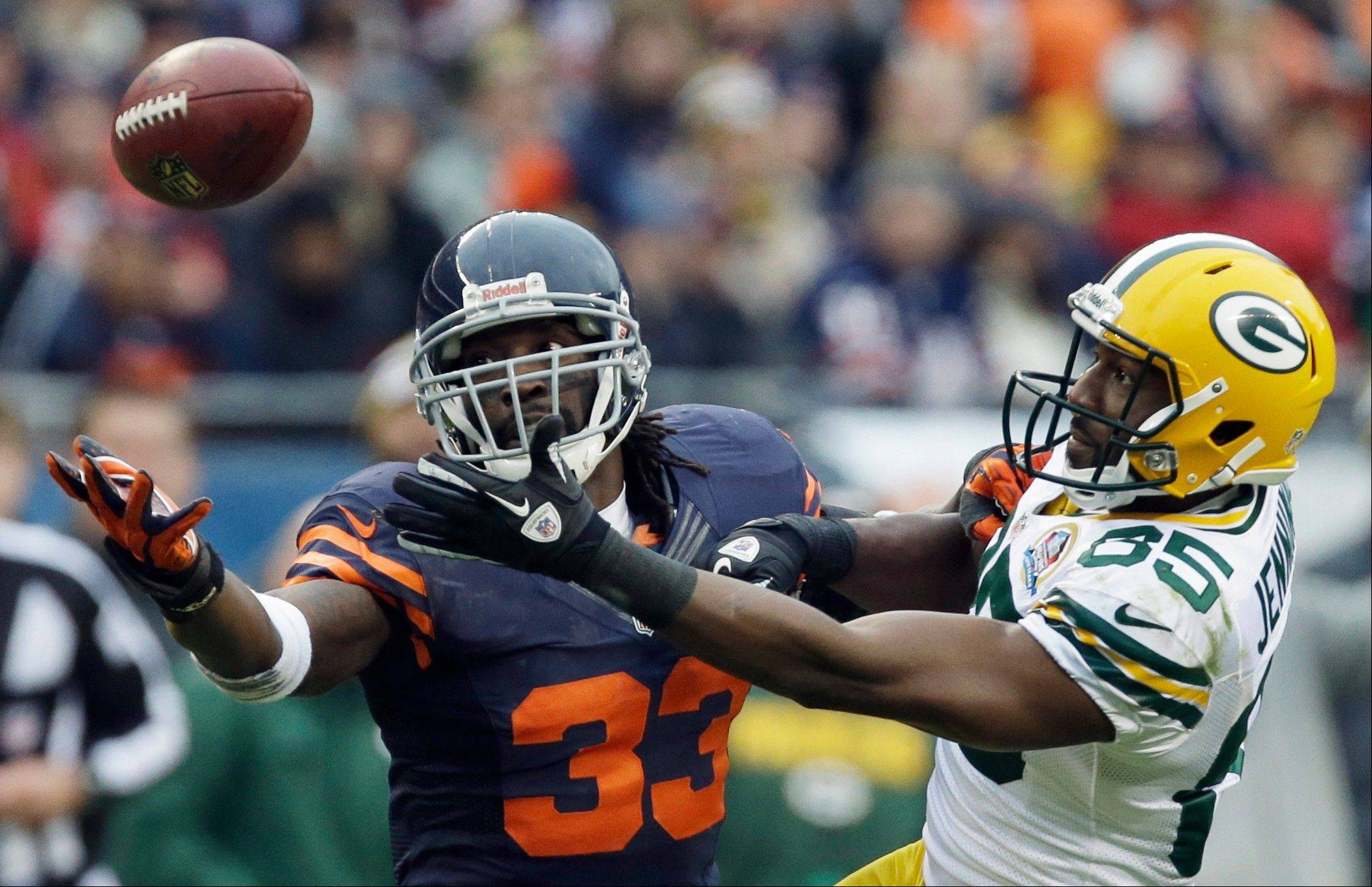 Chicago Bears cornerback Charles Tillman (33) breaks up a pass intended for Green Bay Packers wide receiver Greg Jennings (85) in the second half Sunday. The Packers won 21-13 to clinch the NFC North division title.