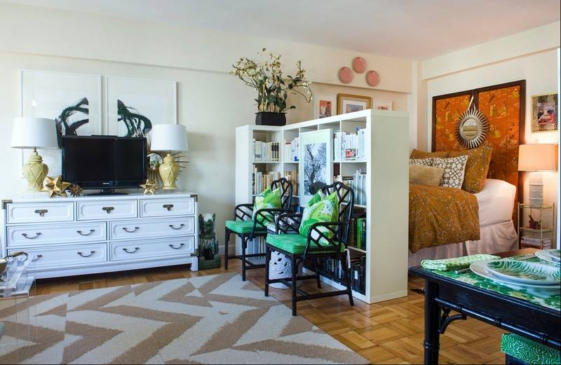 mini to the max living well in 425 square feet. Black Bedroom Furniture Sets. Home Design Ideas
