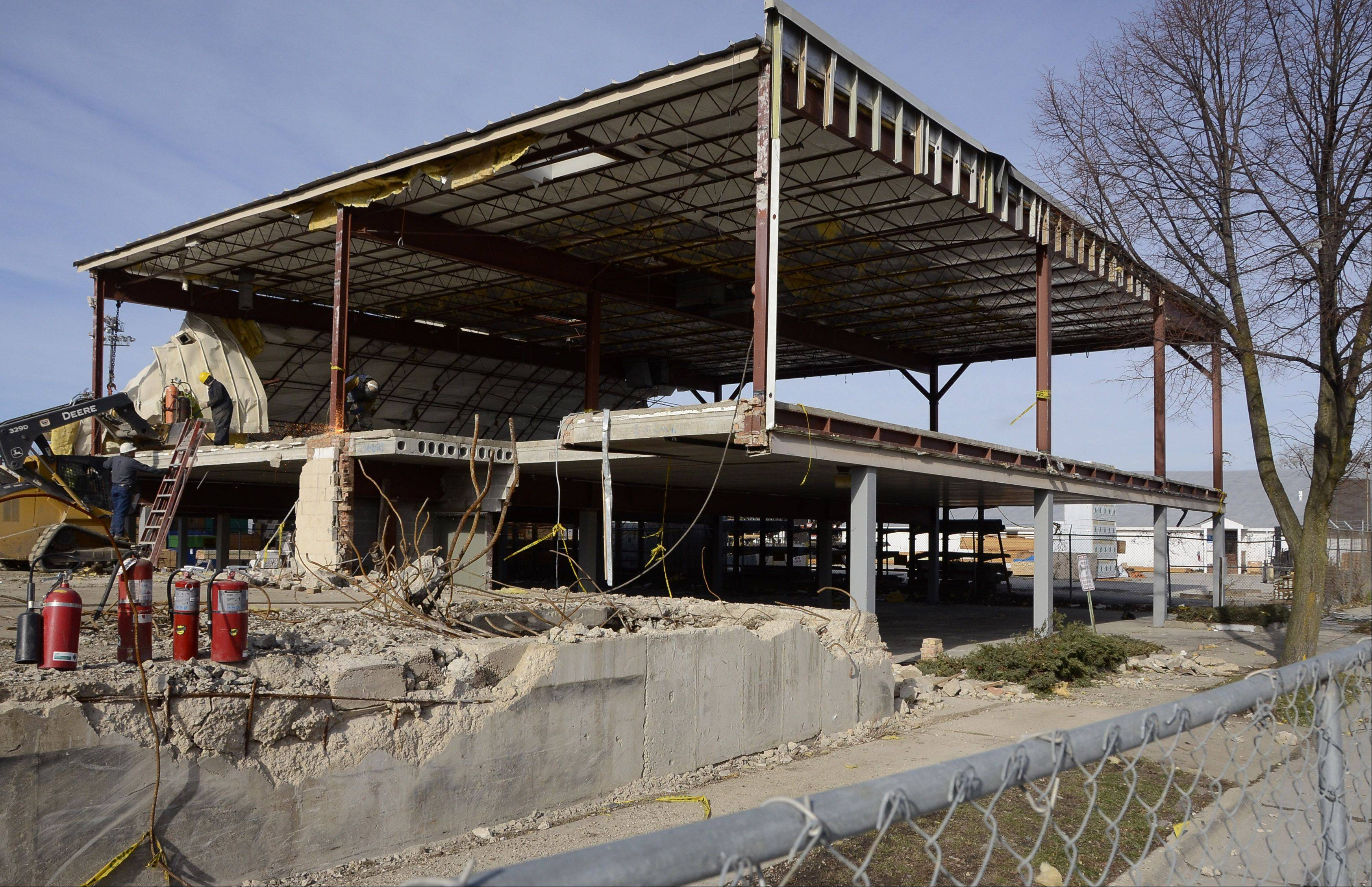 Bill Zars/bzars@dailyherald.comCables are attached to the last building from Dana Molded Products site before it is pulled down on Hickory Street north of Kensington Road in Arlington Heights.