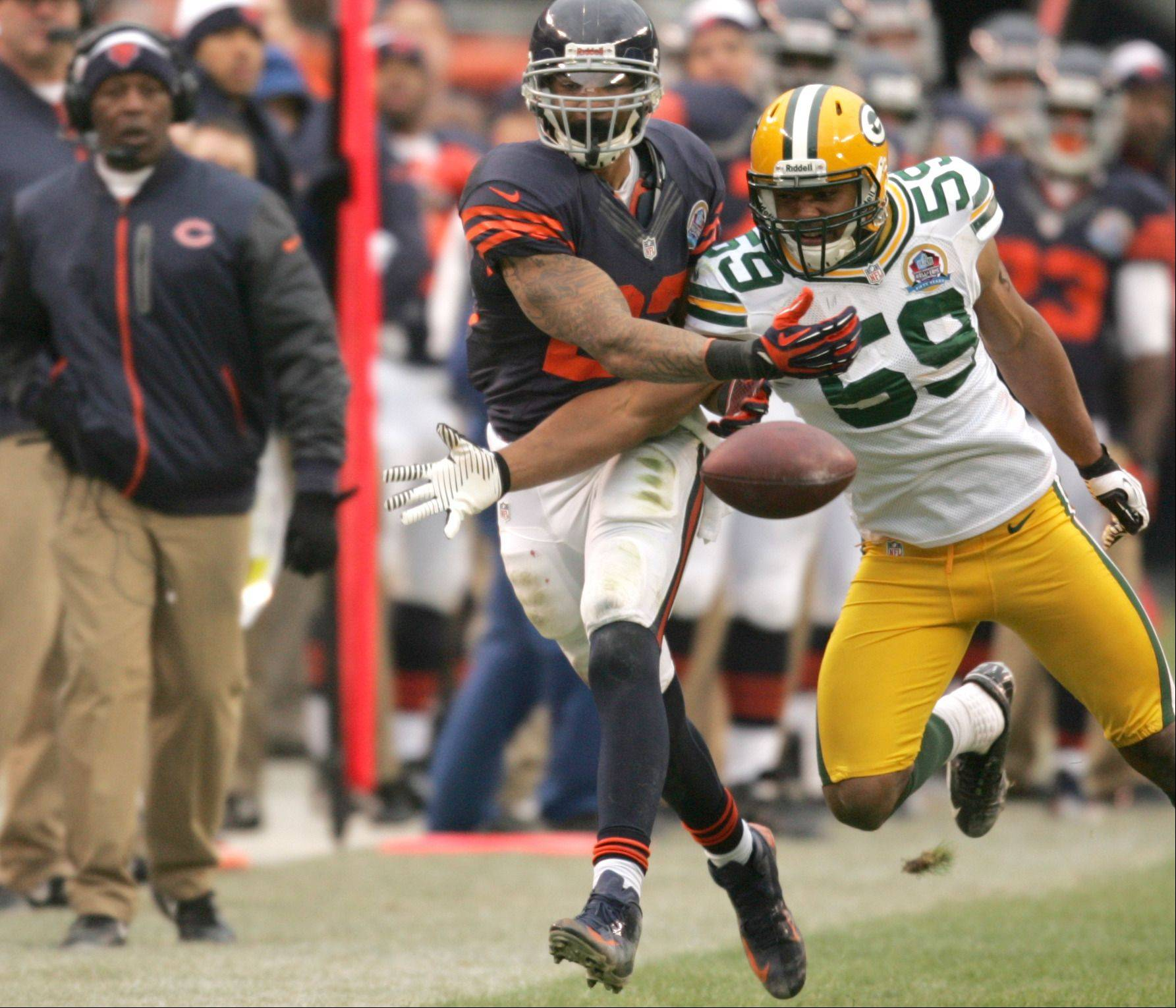 Chicago Bears running back Matt Forte (22) gets tangled up with Green Bay Packers inside linebacker Brad Jones (59) on a Jay Cutler pass during Sunday's game at Soldier Field in Chicago.