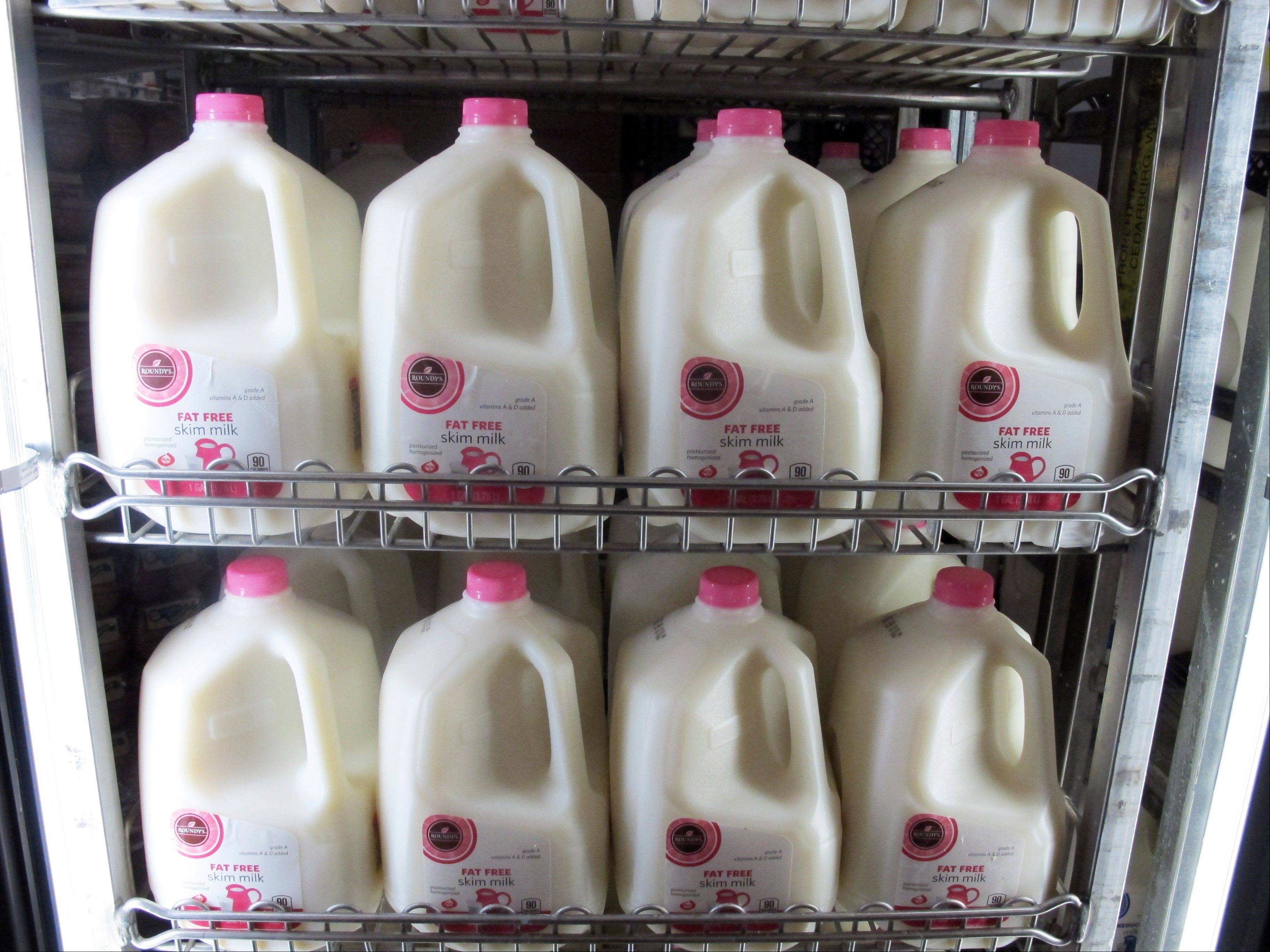 As the nation inches toward the economic ìfiscal cliff,î anxiety is growing in farm country about a separate looming deadline, one that reaches into the dairy industry and, indirectly, into the household budgets of consumers who buy milk and cheese.