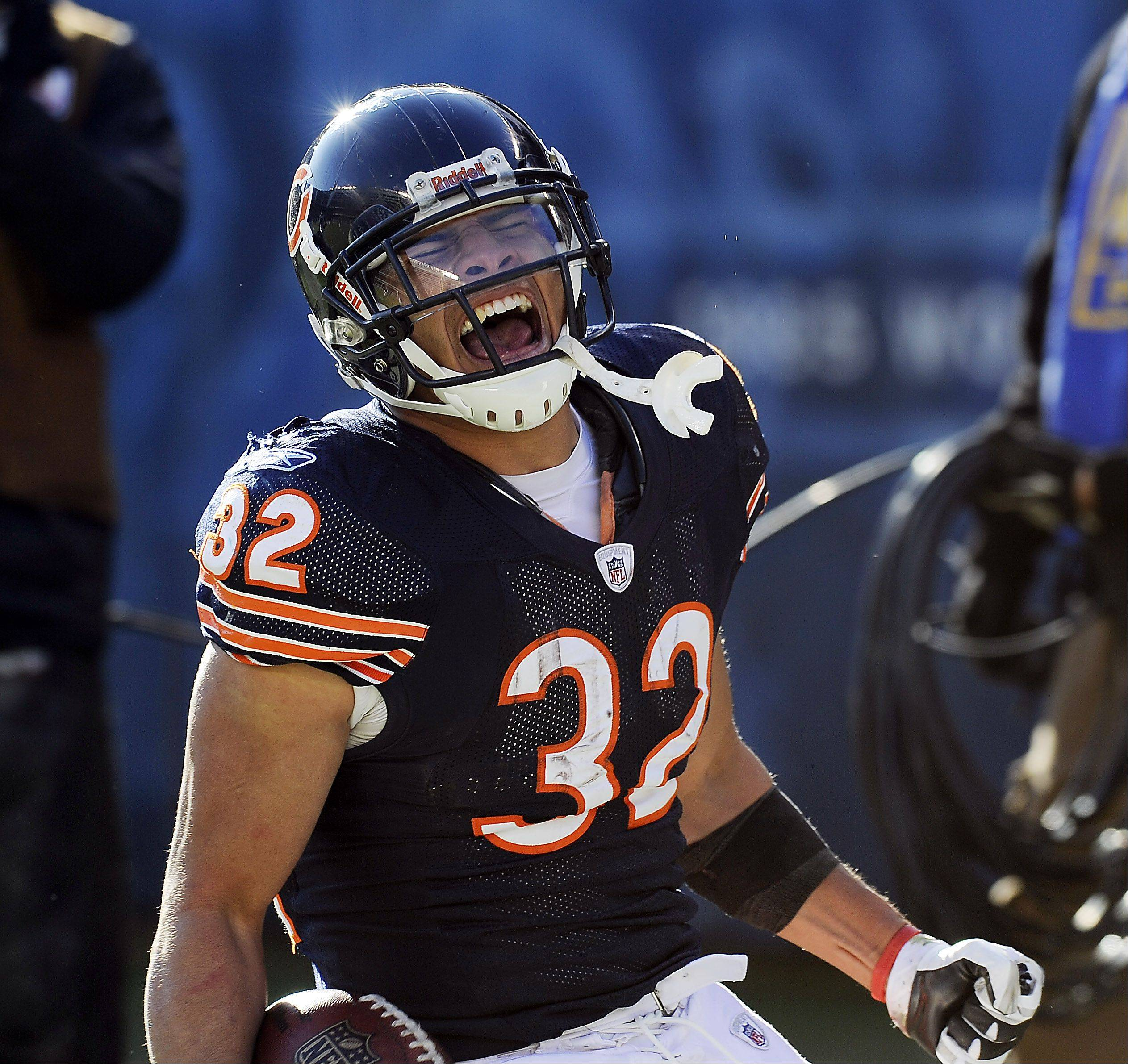 Former Bears running back Kahlil Bell was signed Tuesday to replace Michael Bush, who was placed on season-ending injured reserve with a rib injury.