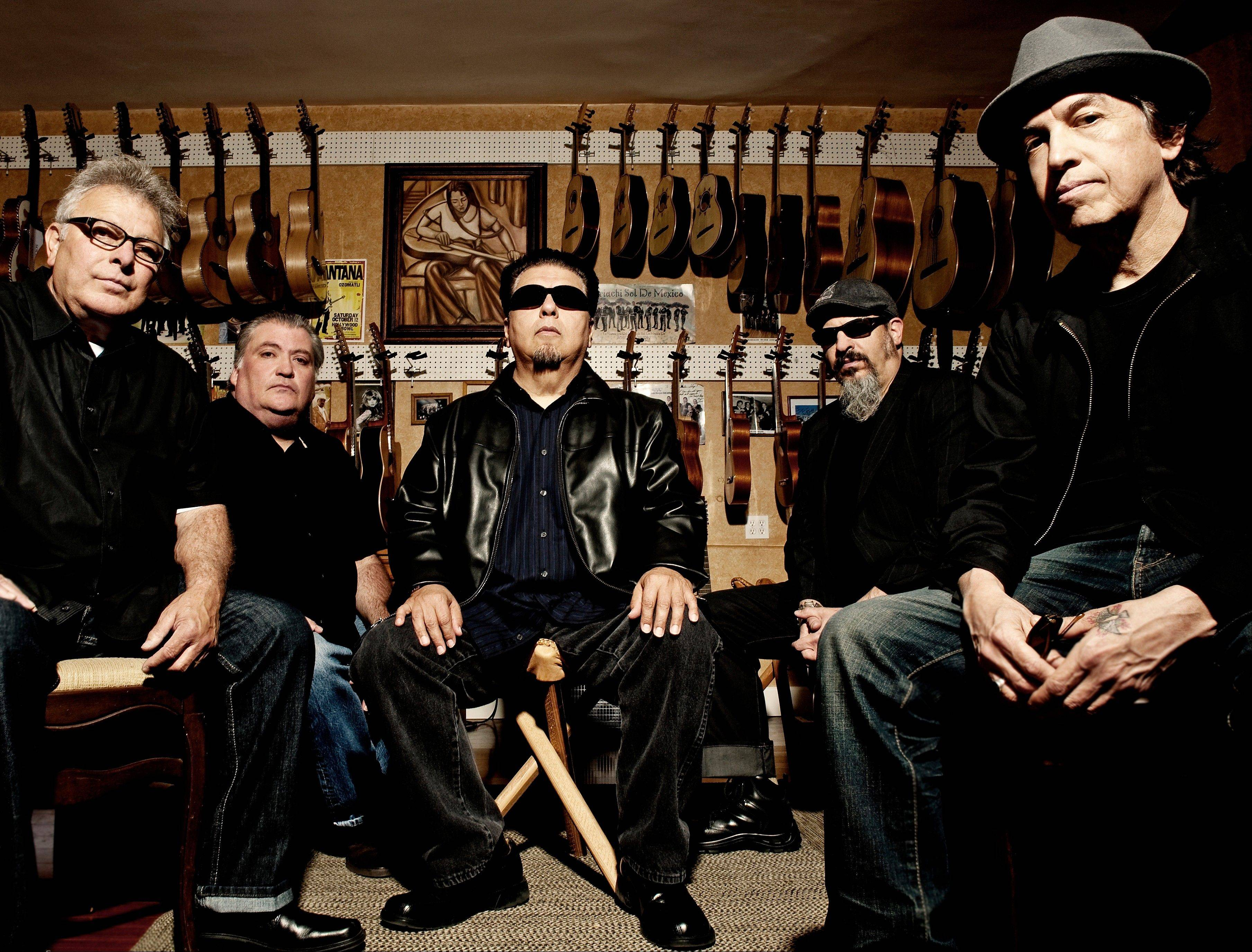40 years ago, Los Lobos had the boldness, and some might even say the naivet�, to fuse punk rock with Mexican folk tunes.