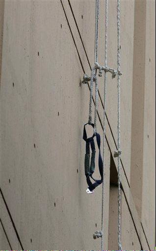 A harness and the end of a rope dangles from a window on the back side of the Metropolitan Correctional Center Tuesday, Dec. 18, 2012, in Chicago.
