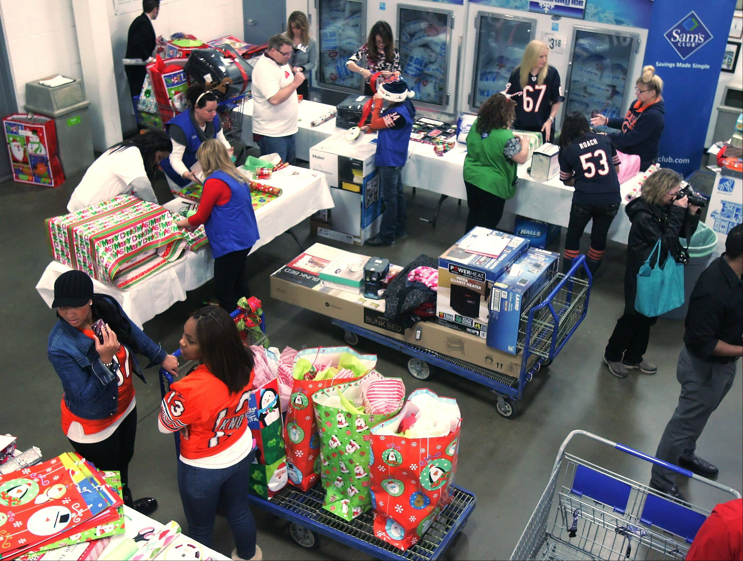 For the sixth consecutive year, Sam's Club teamed up with Off The Field, a nonprofit organization comprised of wives of the Chicago Bears, to help 20 families in the Chicago area selected by the Salvation Army during the holiday season. The women shopped for clothes, household products, and toys for local families in need at the Sam's Club in Vernon Hills.