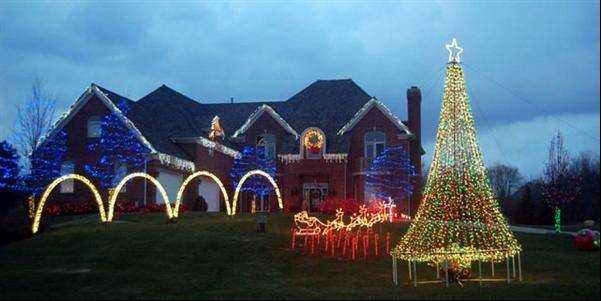 the incledon family christmas light show keeps the night bright at 7 boland drive in south