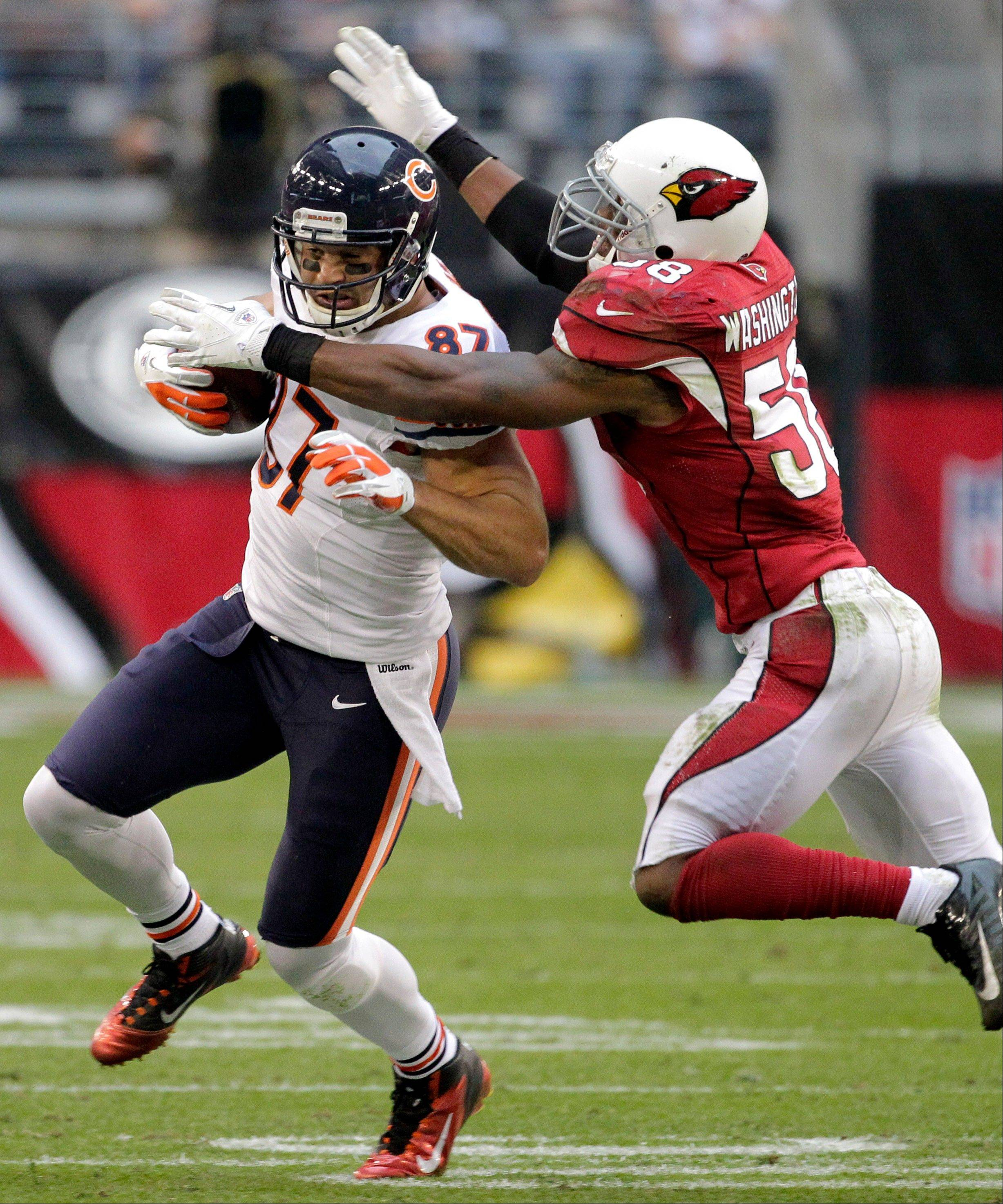 Arizona Cardinals inside linebacker Daryl Washington tackles Chicago Bears tight end Kellen Davis during the second half
