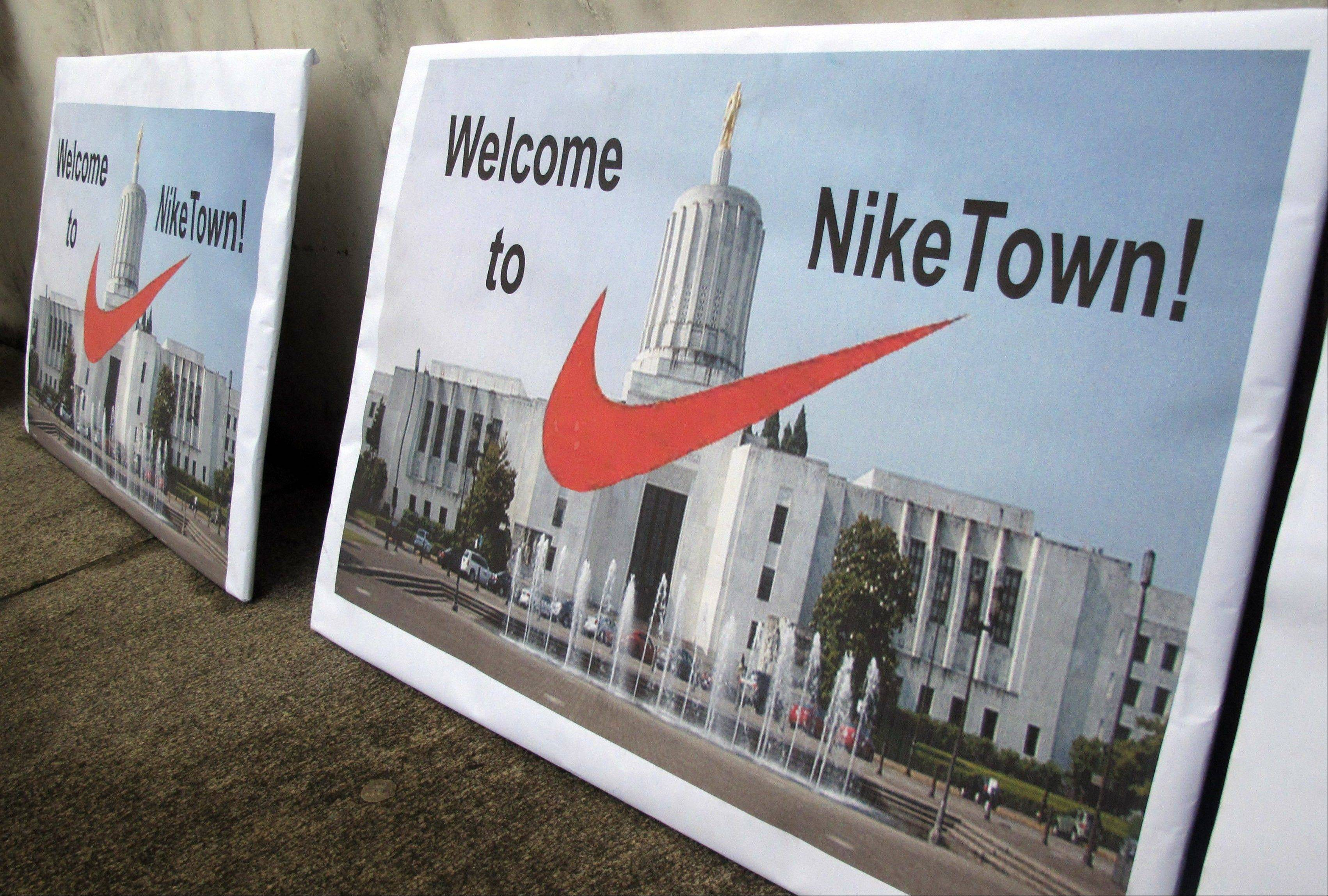 Nike Inc., the world�s largest sporting-goods company, reported second-quarter profit that topped analysts� estimates as sales gained in North America.