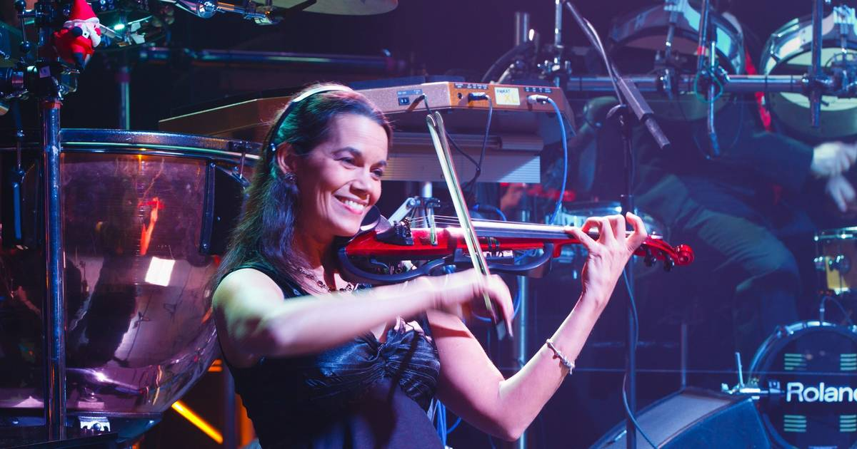 Kia Performance Center >> Mannheim Steamroller puts Lombard native center stage for ...
