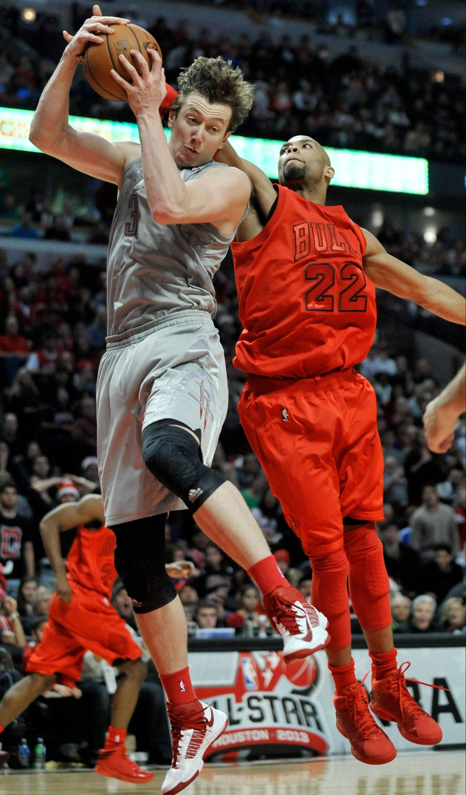 Omer Asik, left, battles Taj Gibson for a rebound during the fourth quarter of the Rockets' victory over the Bulls on Tuesday.