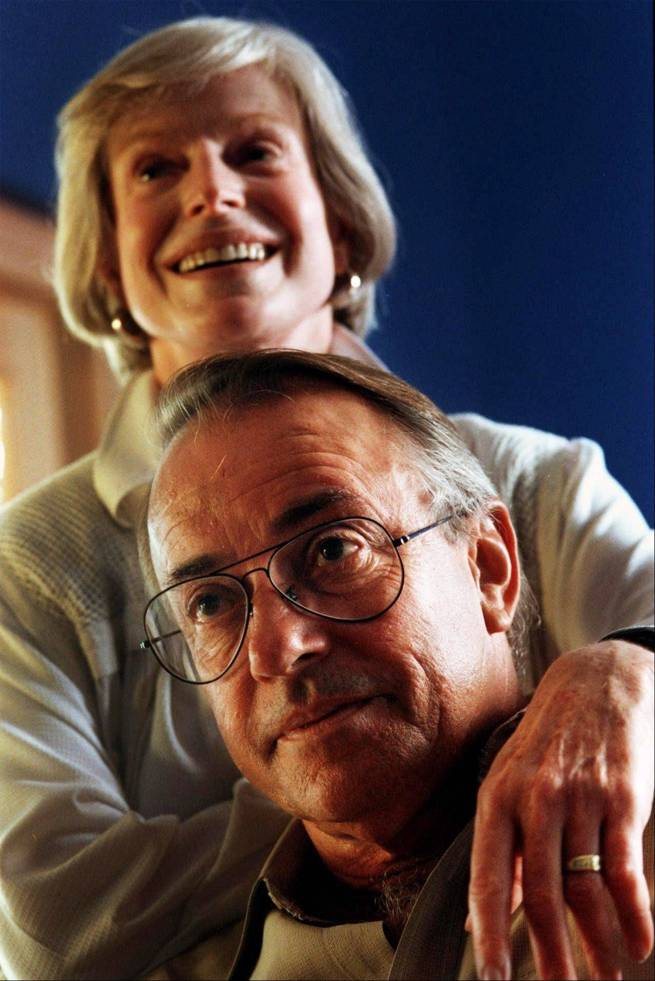 FILE - In this Oct. 29, 1999 file photo, retired newsman Richard Threlkeld and his wife, former CNN correspondent Betsy Aaron, pose at their home in Tucson, Ariz. Threlkeld, who worked for ABC News from 1982-89, spent the majority of his career at CBS News, died Friday morning in Amagansett, N.Y., and was pronounced dead at Southampton Hospital. He lived nearby in East Hampton.† (AP Photo/Arizona Daily Star, Chris Richards, file) MANDATORY CREDIT