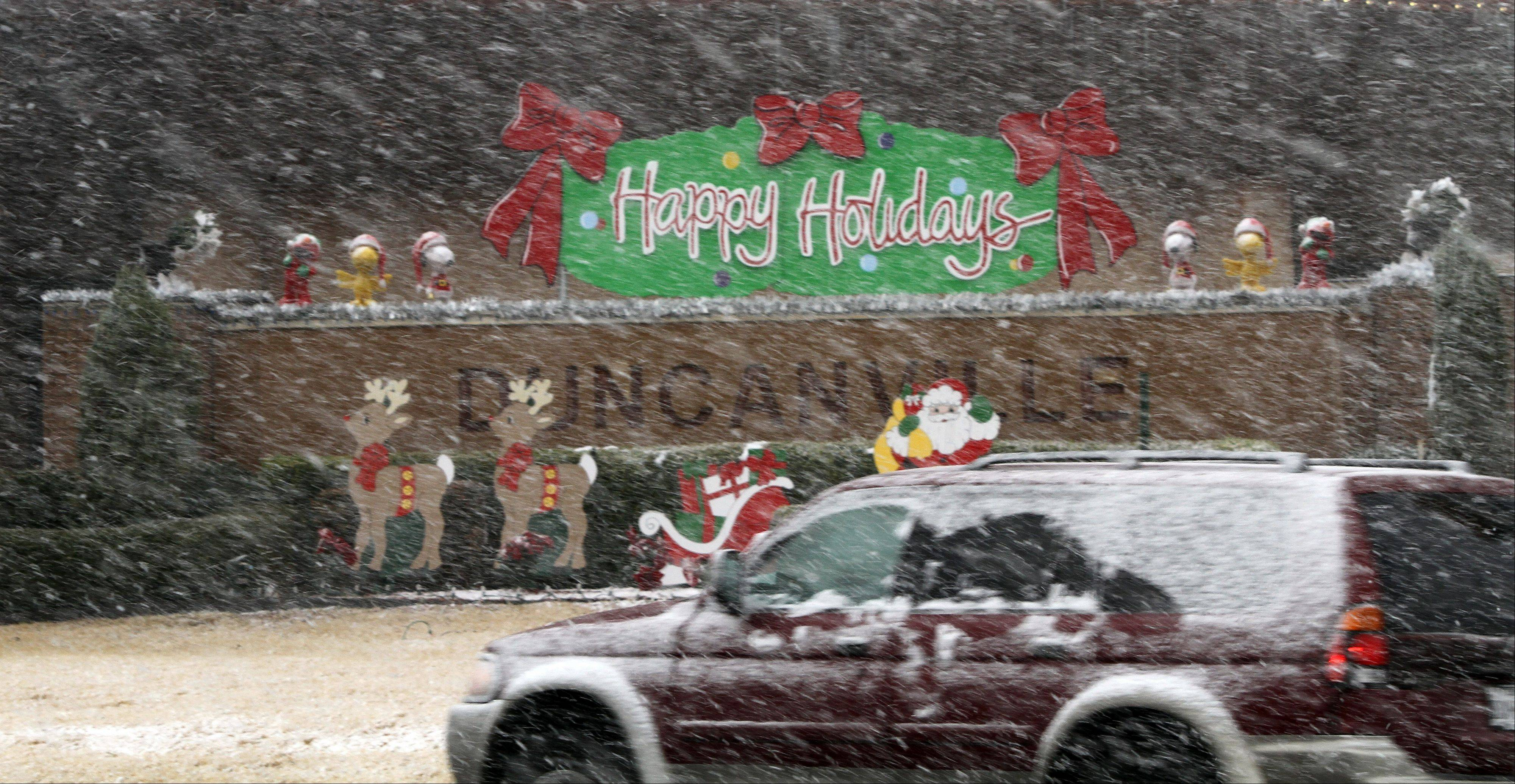 Christmas Day snow falls on Main Street near the Duncanville Police Department in Duncanville, Texas on Tuesday, Dec. 25, 2012.