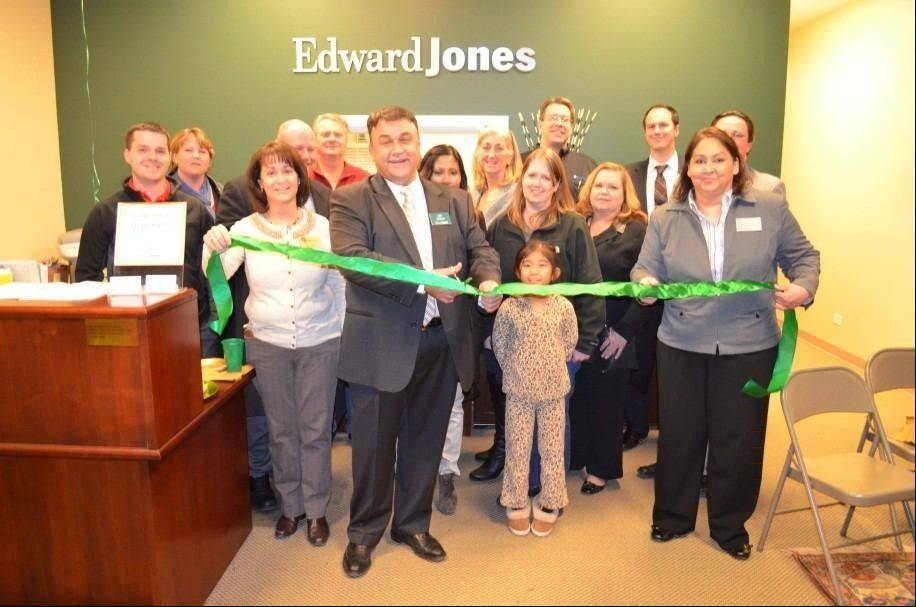 Lev Akdemir, center and office administrator Hilda Romero, far right, with Bartlett Chamber of Commerce members, Edward Jones staff, family and friends at the ribbon-cutting ceremony Nov. 28.